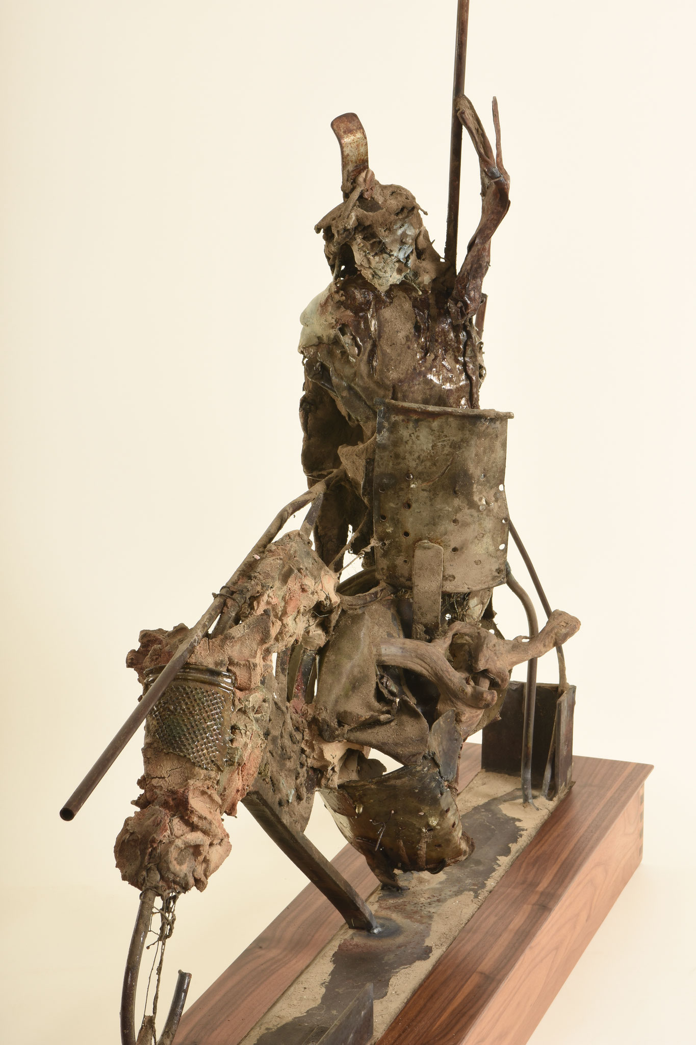 Don Quixote  |   2016  |   Metall, Ton auf Nußbaumsockel  |  135 x 110 x  24cm