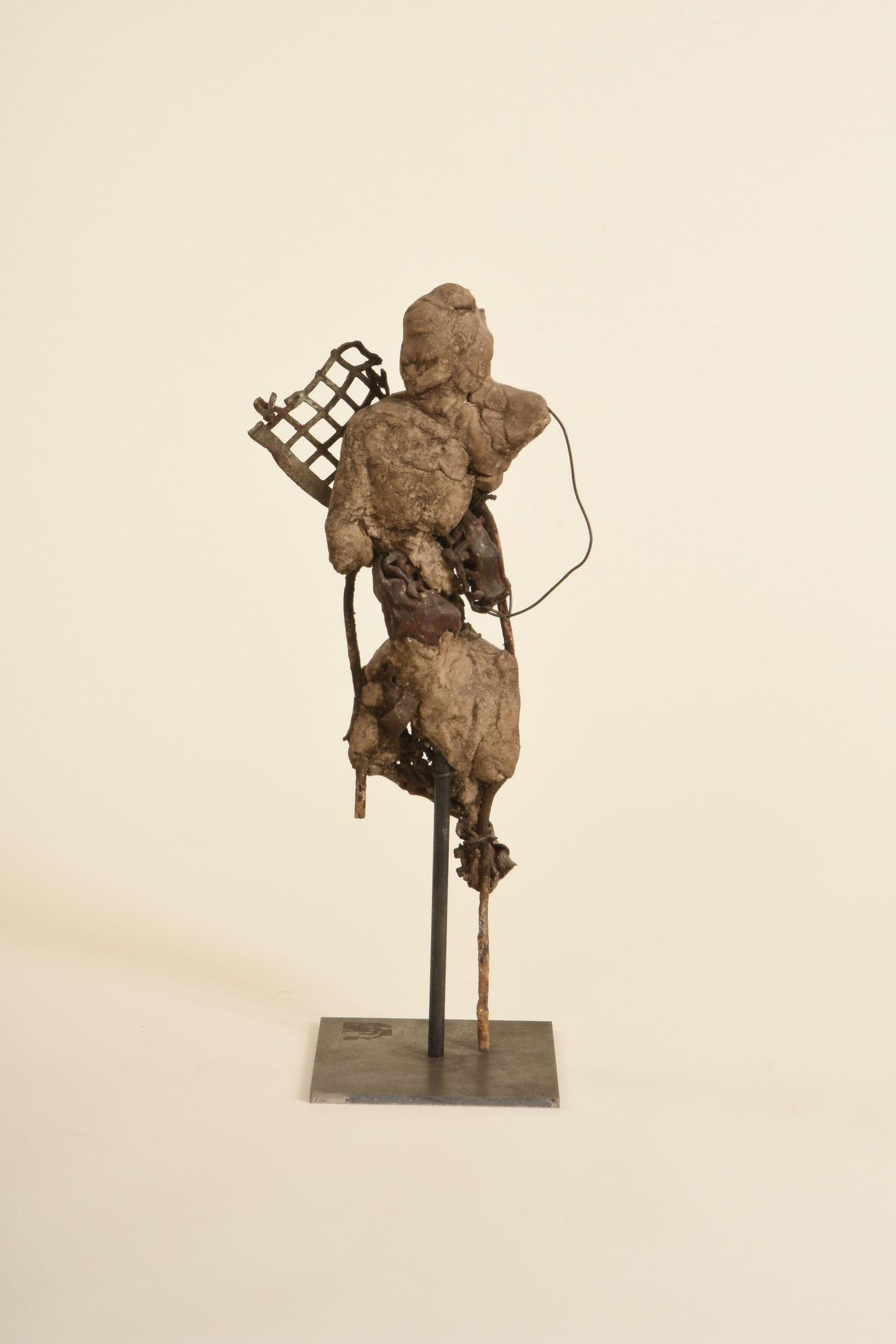Ohne Titel  2009  Metall, Modelliermasse  40cm