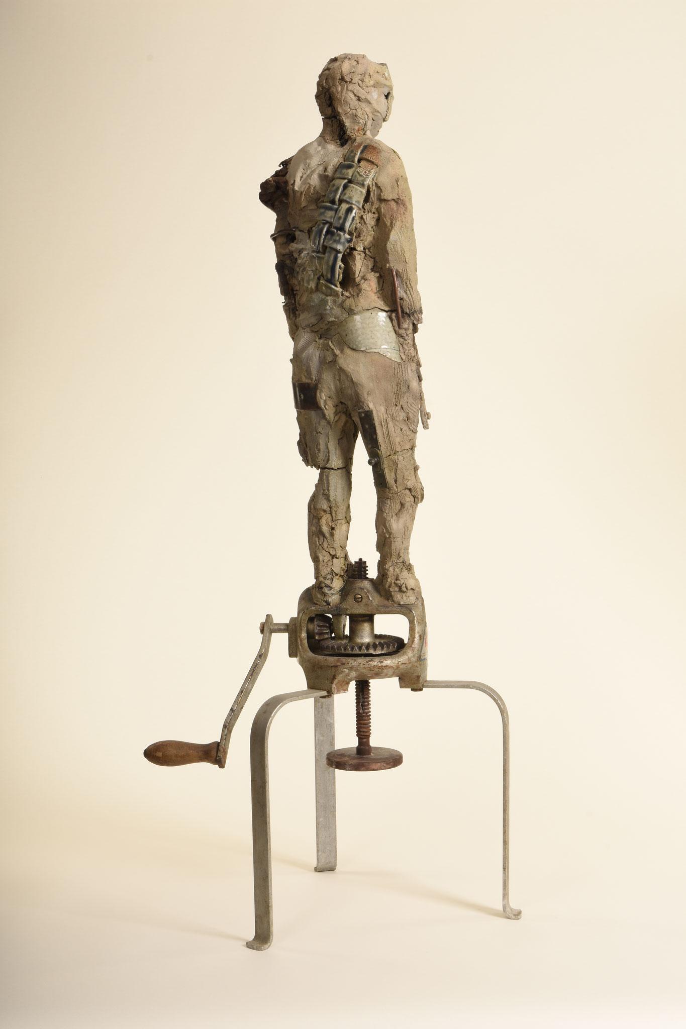 13  |  Bluefaced Man  |  2014  |  Metall, Ton, glasierte Keramik,  H: 98cm