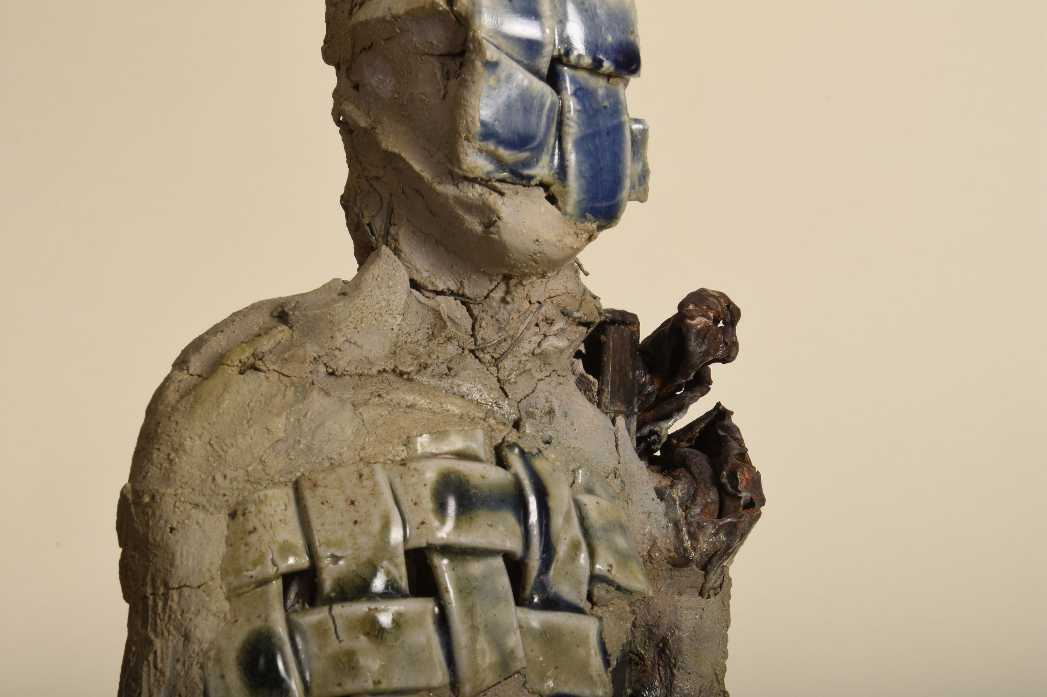 Bluefaced Man  2014  Metall, Ton, glasierte Keramik,  H: 98cm