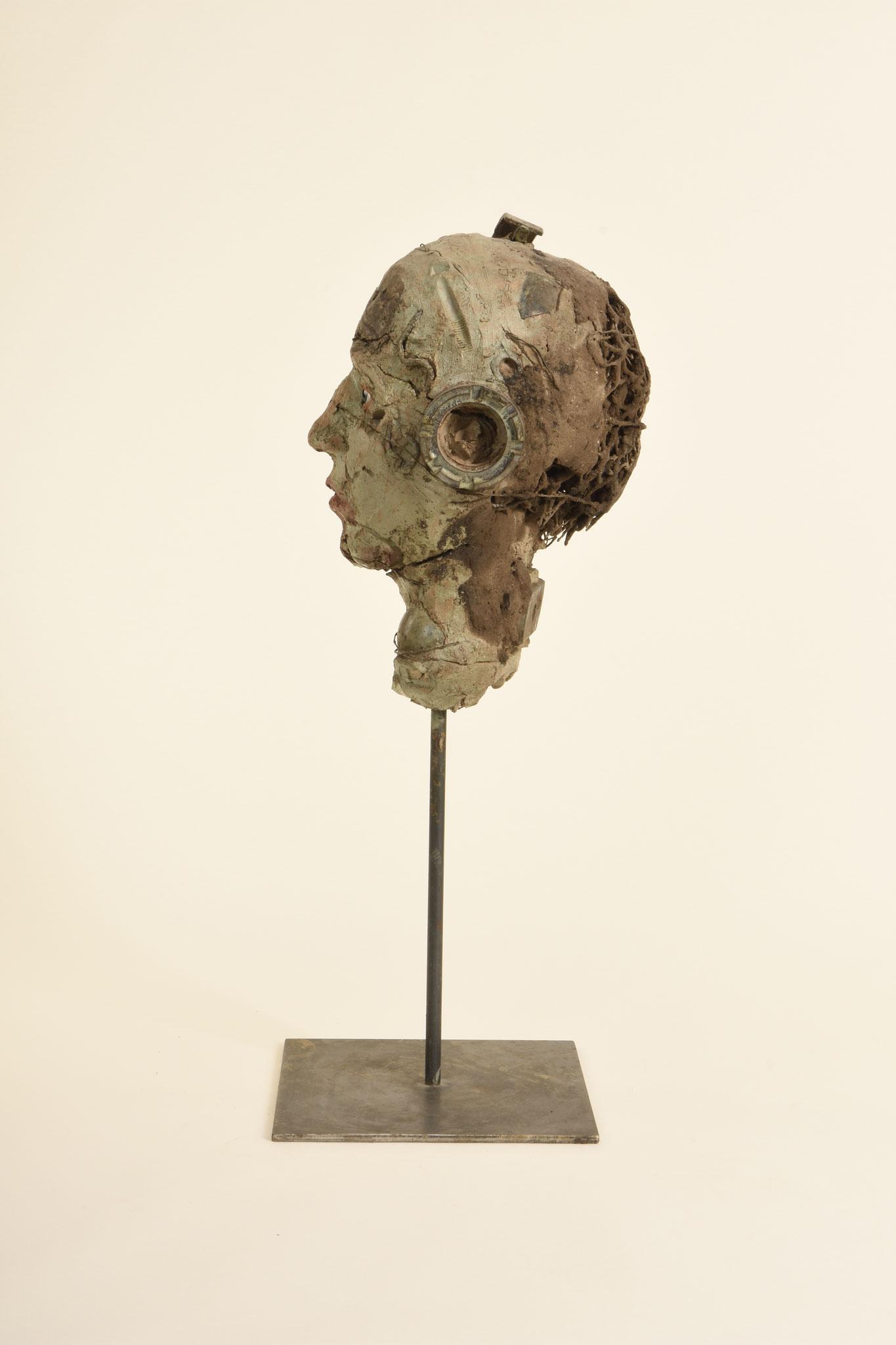 Kopf   2012  Ton, Metall, Glasaugen, glasierte Keramik   58cm