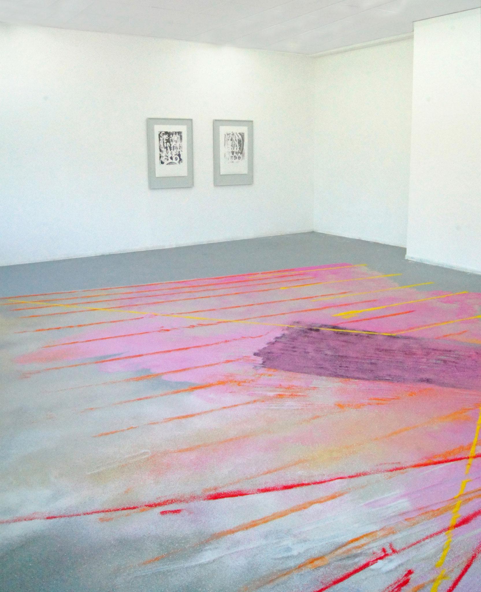 Arthur est un perroquet/ Arthur ist ein Papagei  Farbsand auf Boden, 5x6 m  Ausstellungsansicht : Cover your crystal eyes, Meisterschülerausstellung,2016