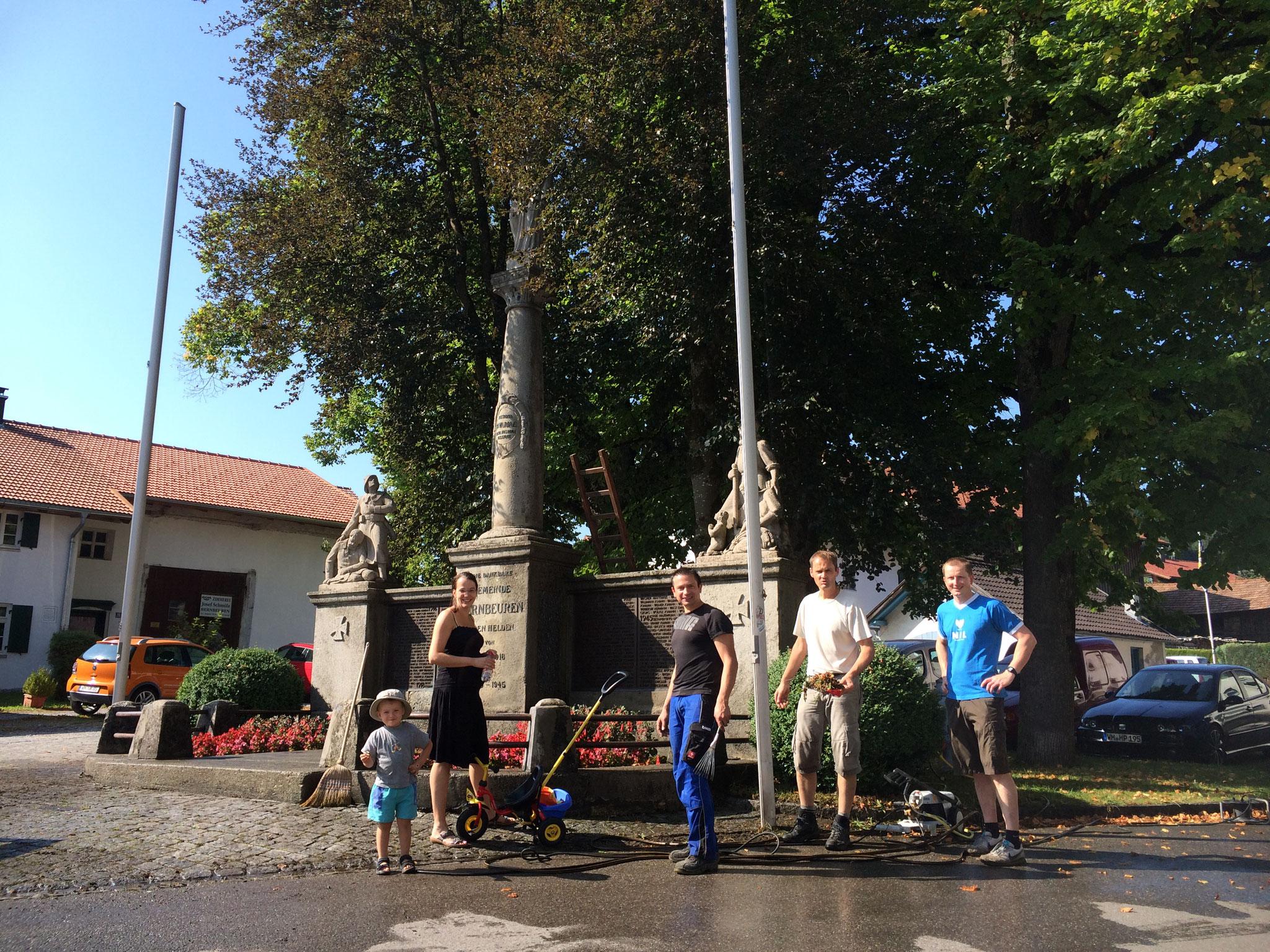 Reinigung unseres Kriegerdenkmals