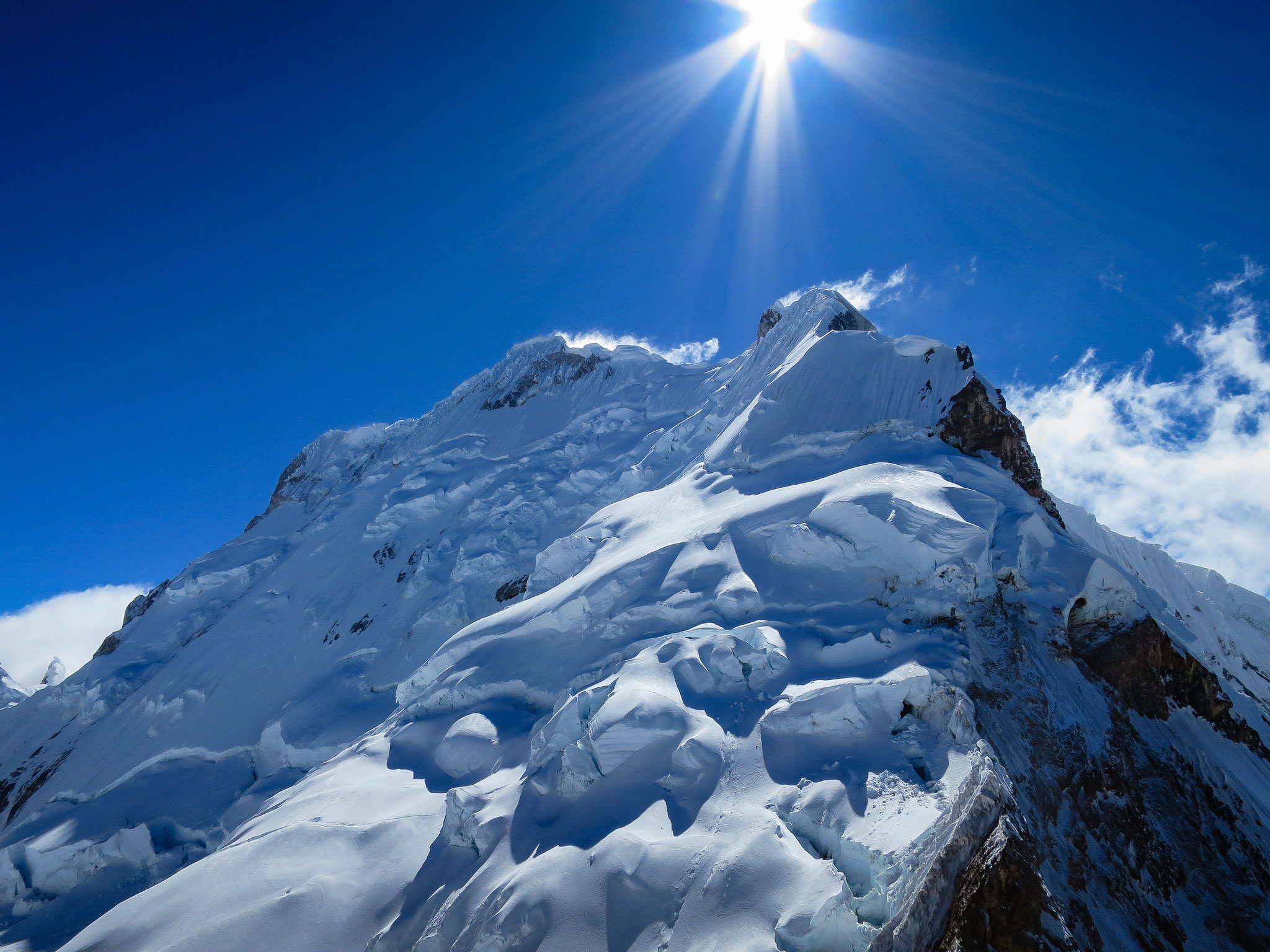 Nev. Yerupaja - Cordillera Huayhuash, Peru.