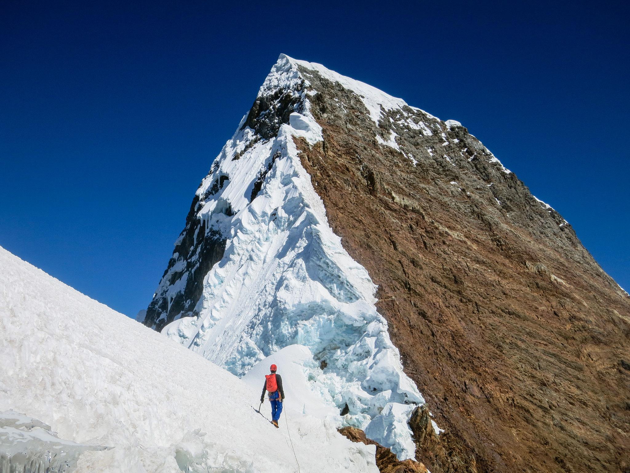 Nev. Rasac SO-Grat - Cordillera Huayhuash, Peru.