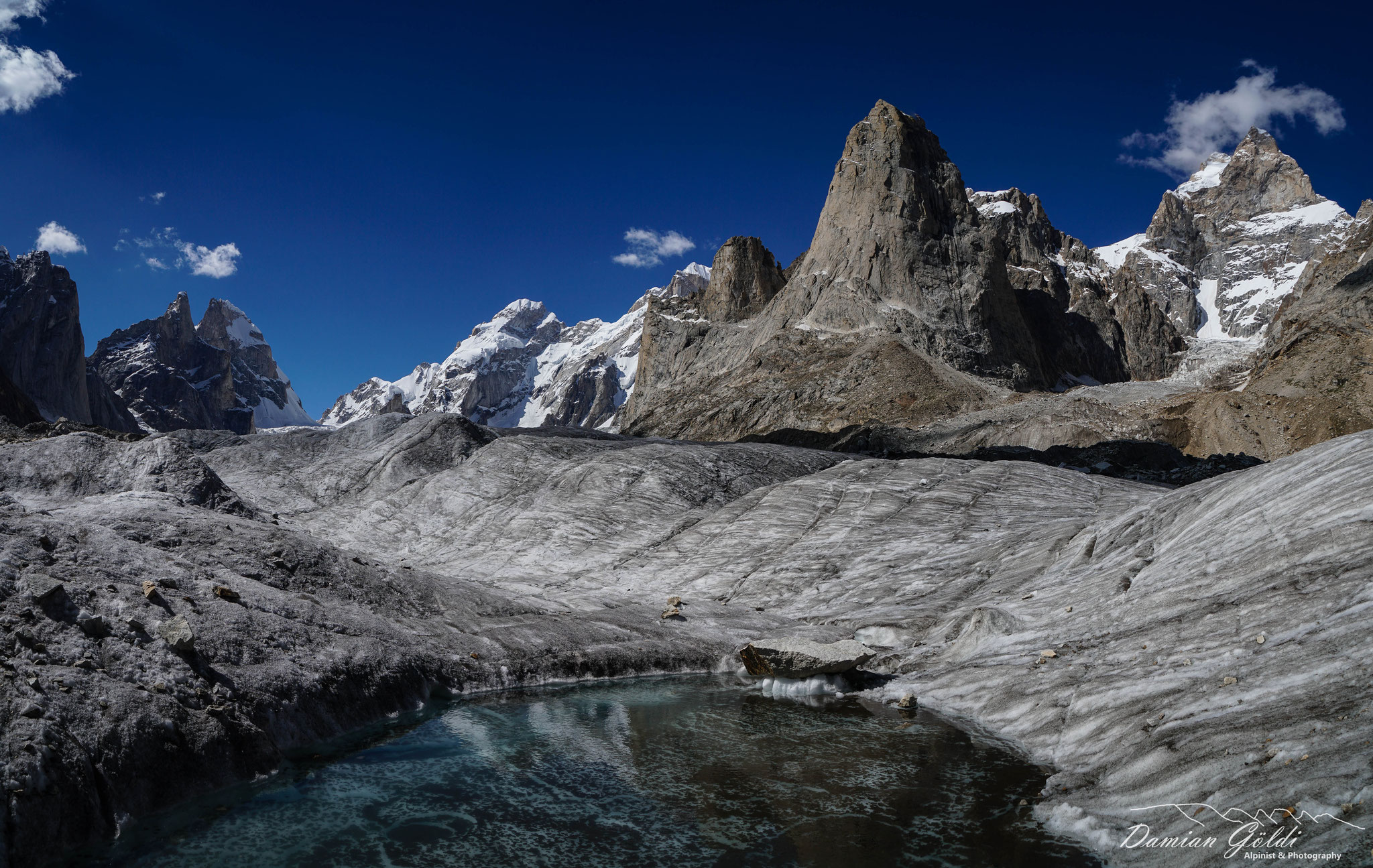 Auf dem Uzun Brakk Gletscher.