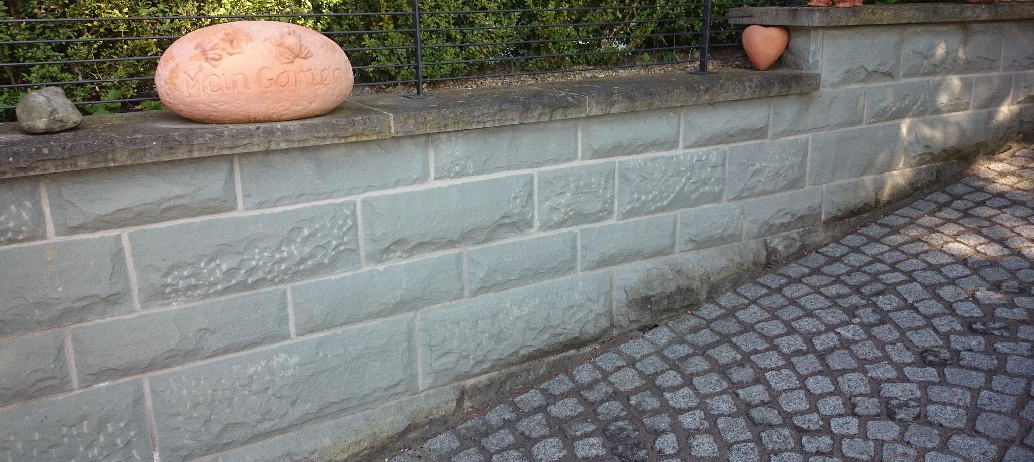 Verkleidung aus Rohrschacher Sandstein