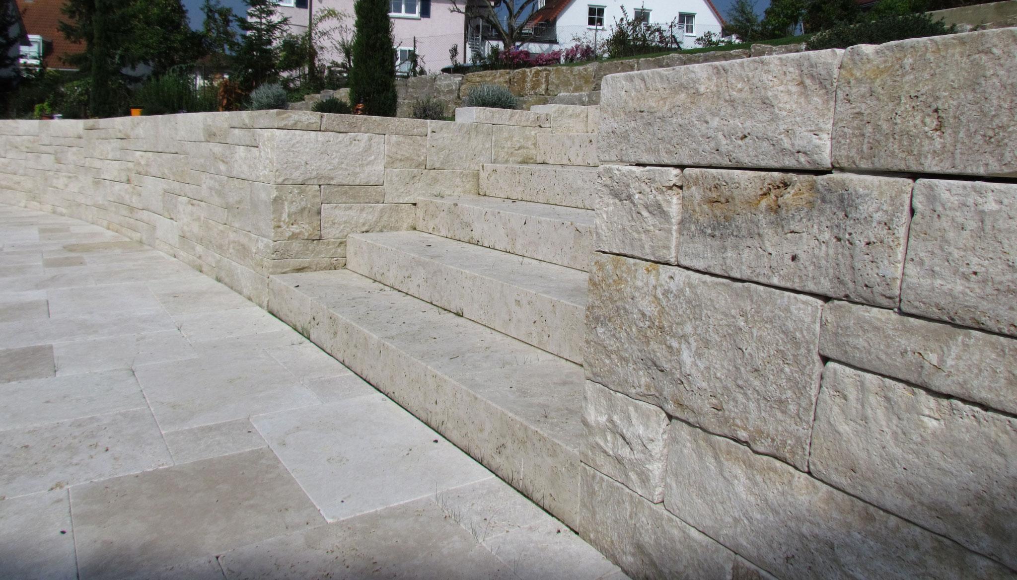 Travertin-Mauer