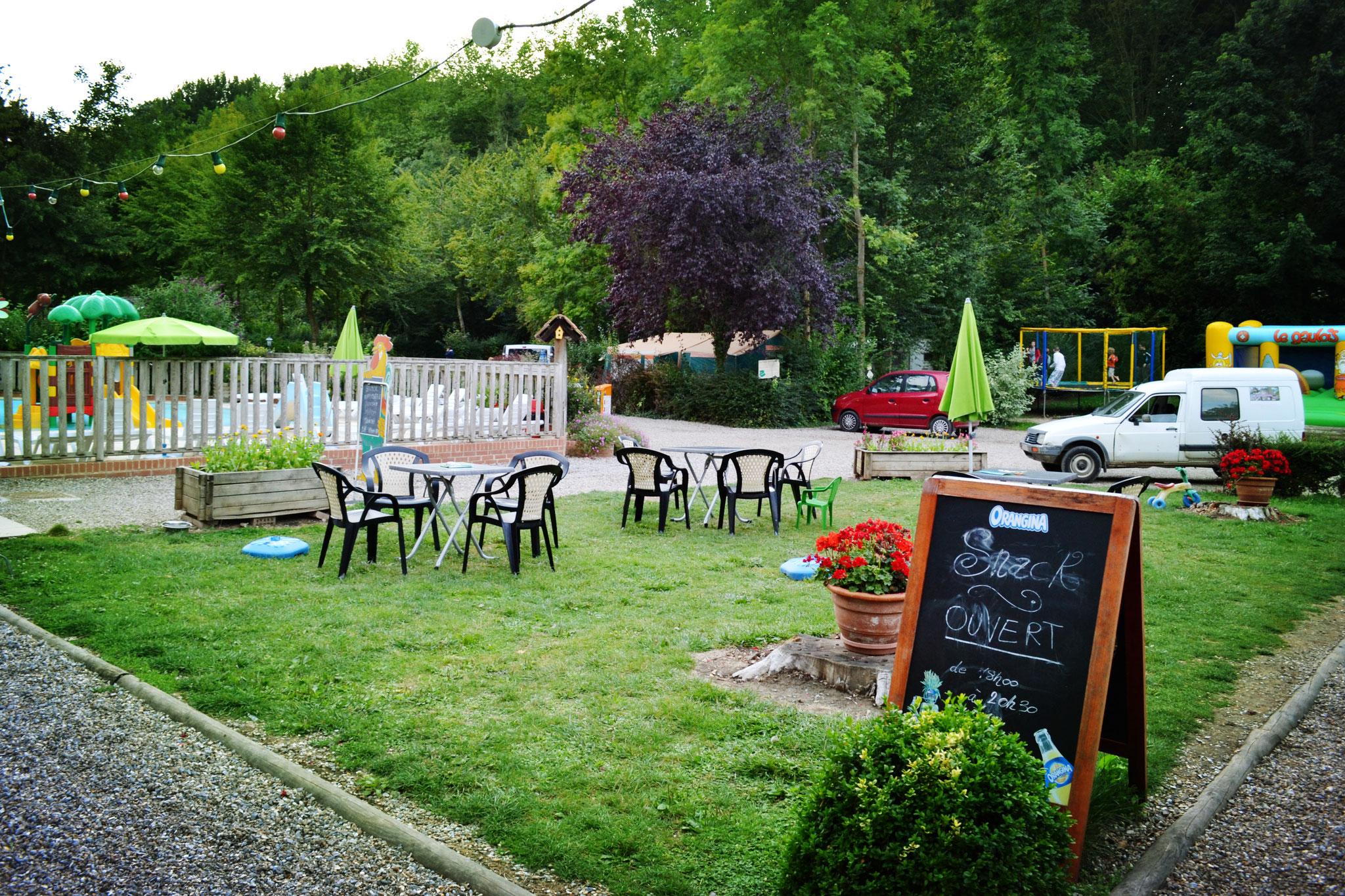 Réserver un séjour insolite dans le camping avec bar