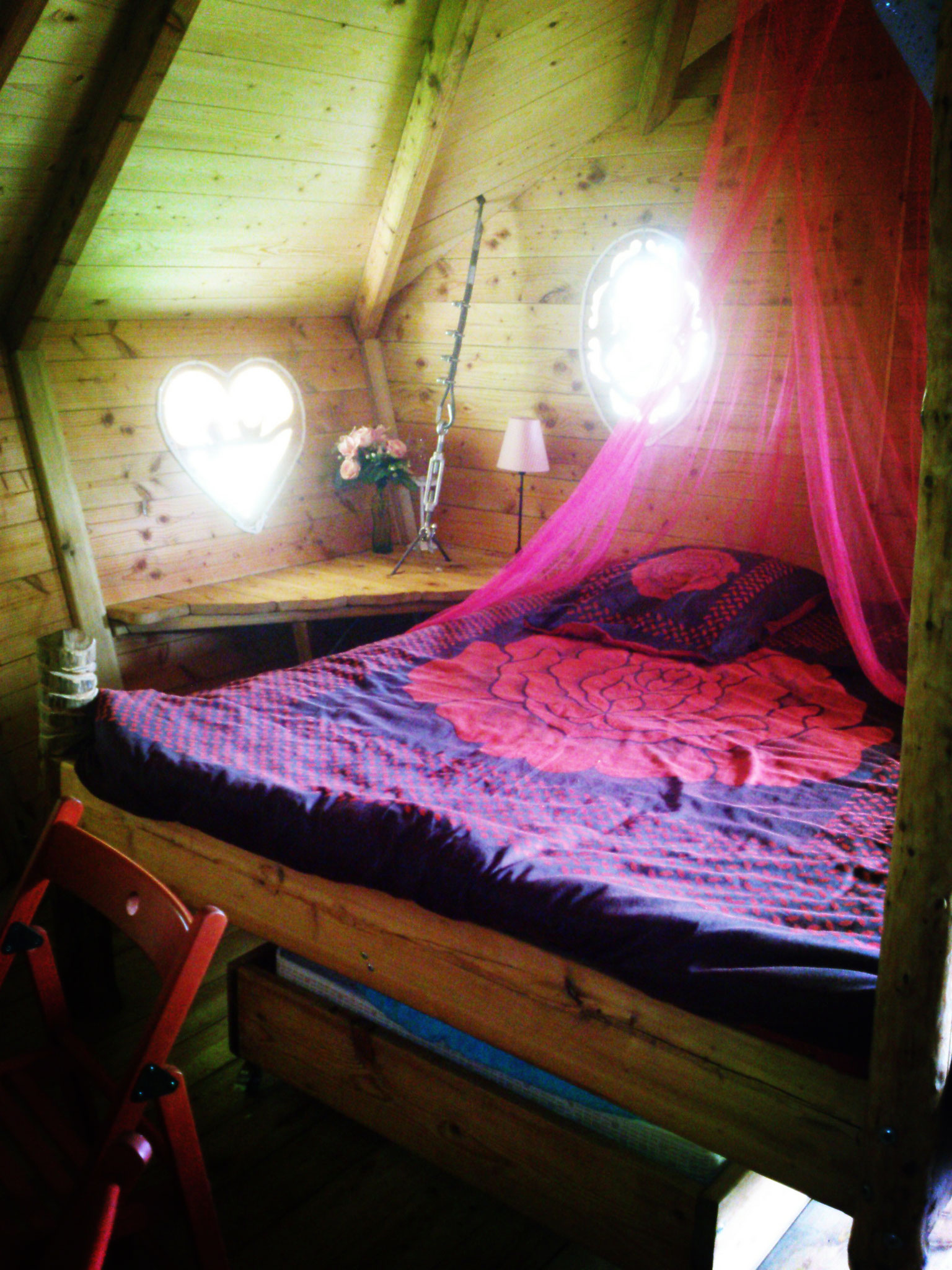Le grand lit dans la cabane Dame Alexandrine pour 2/3 personnes