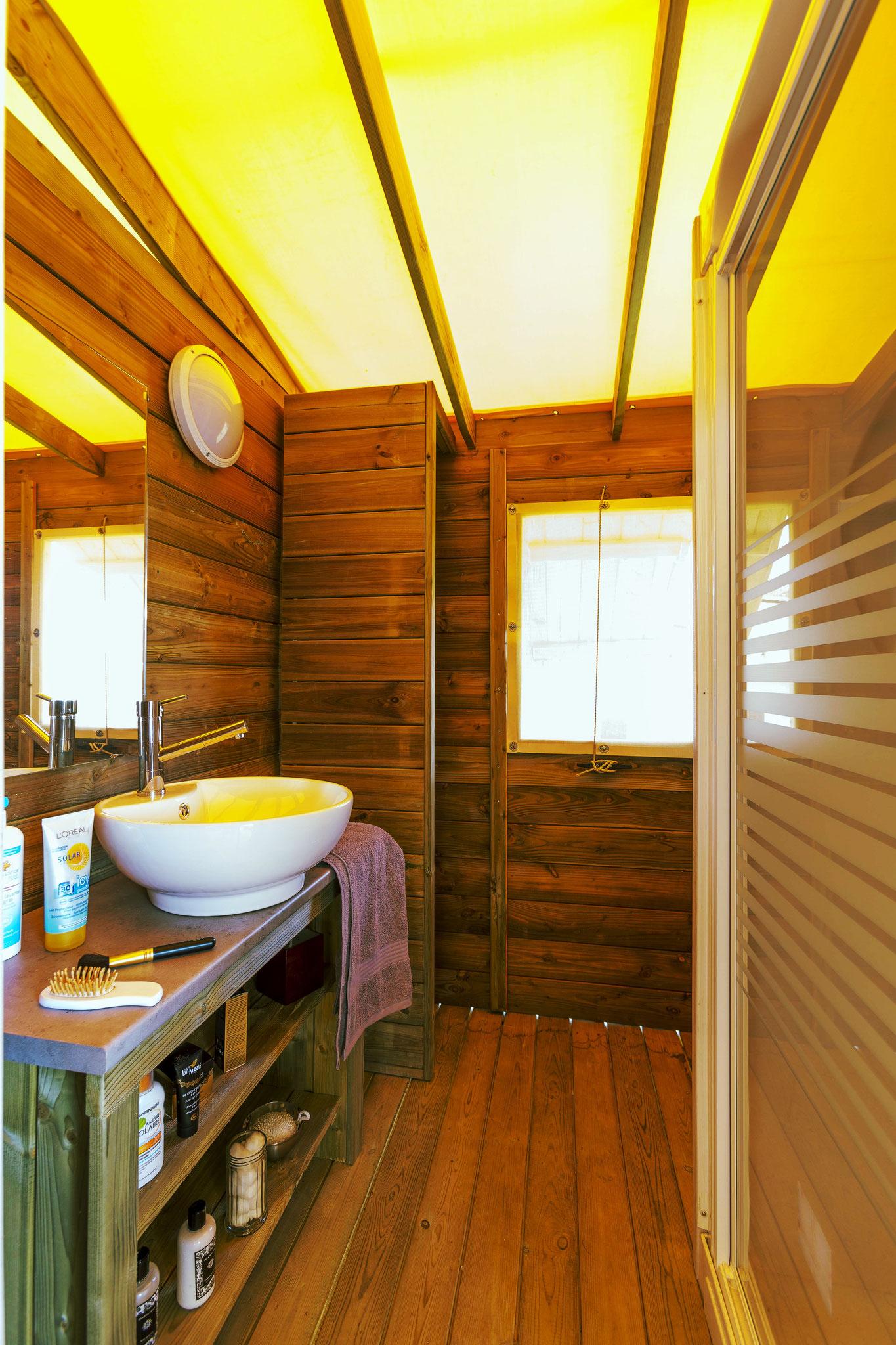 La douche dans la Tente Ecolodge 5 personnes en Baie de Somme