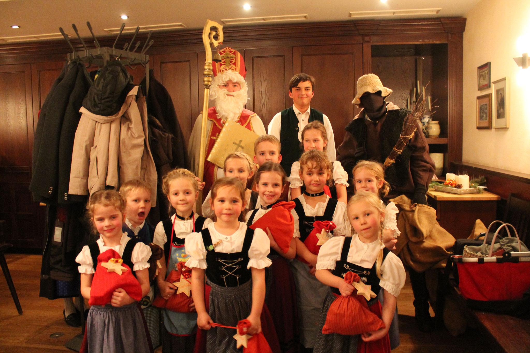 Adventsfeier mit Nikolaus