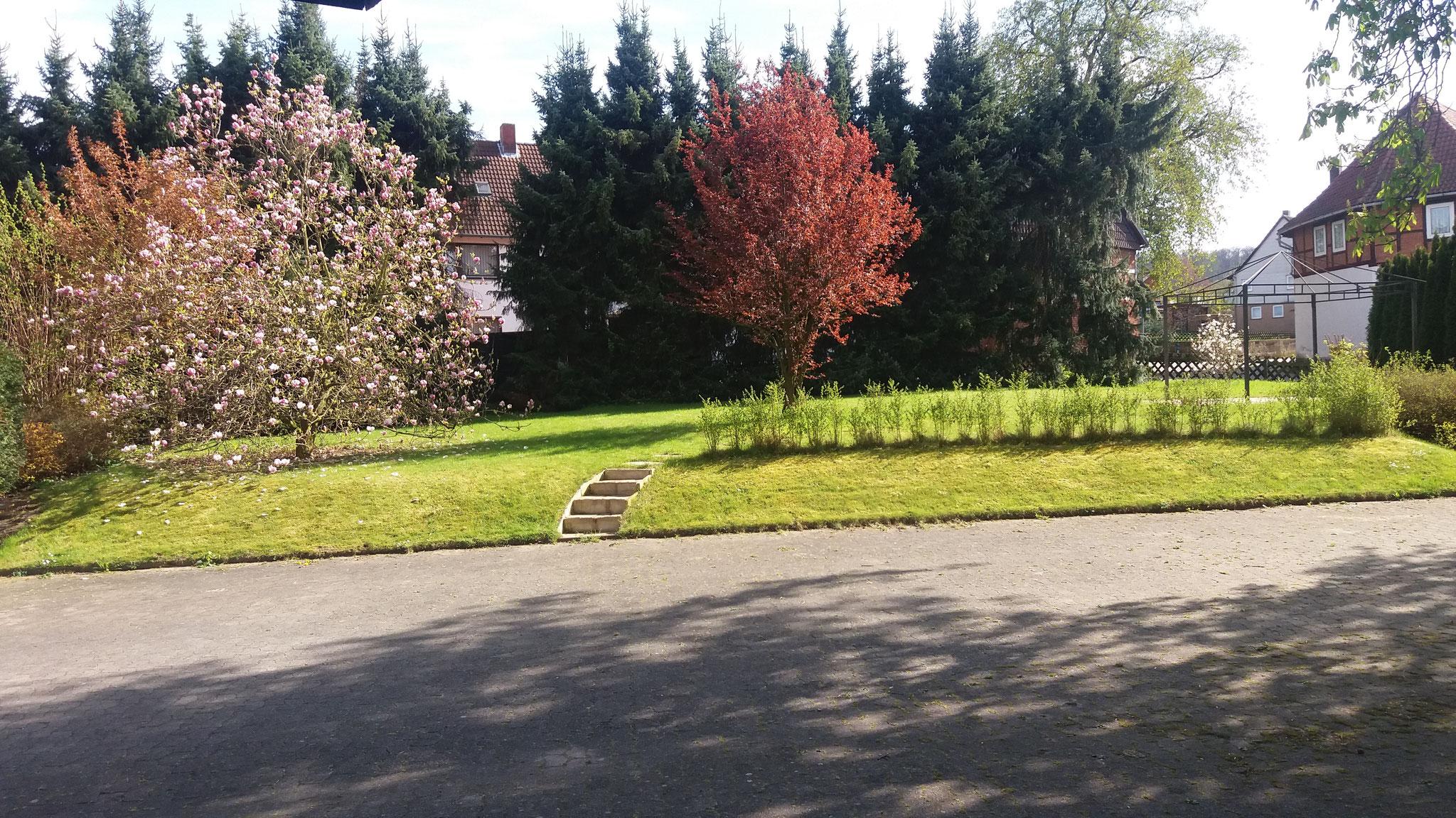 Hof und Garten bieten viel Platz zum Spielen und Entspannen