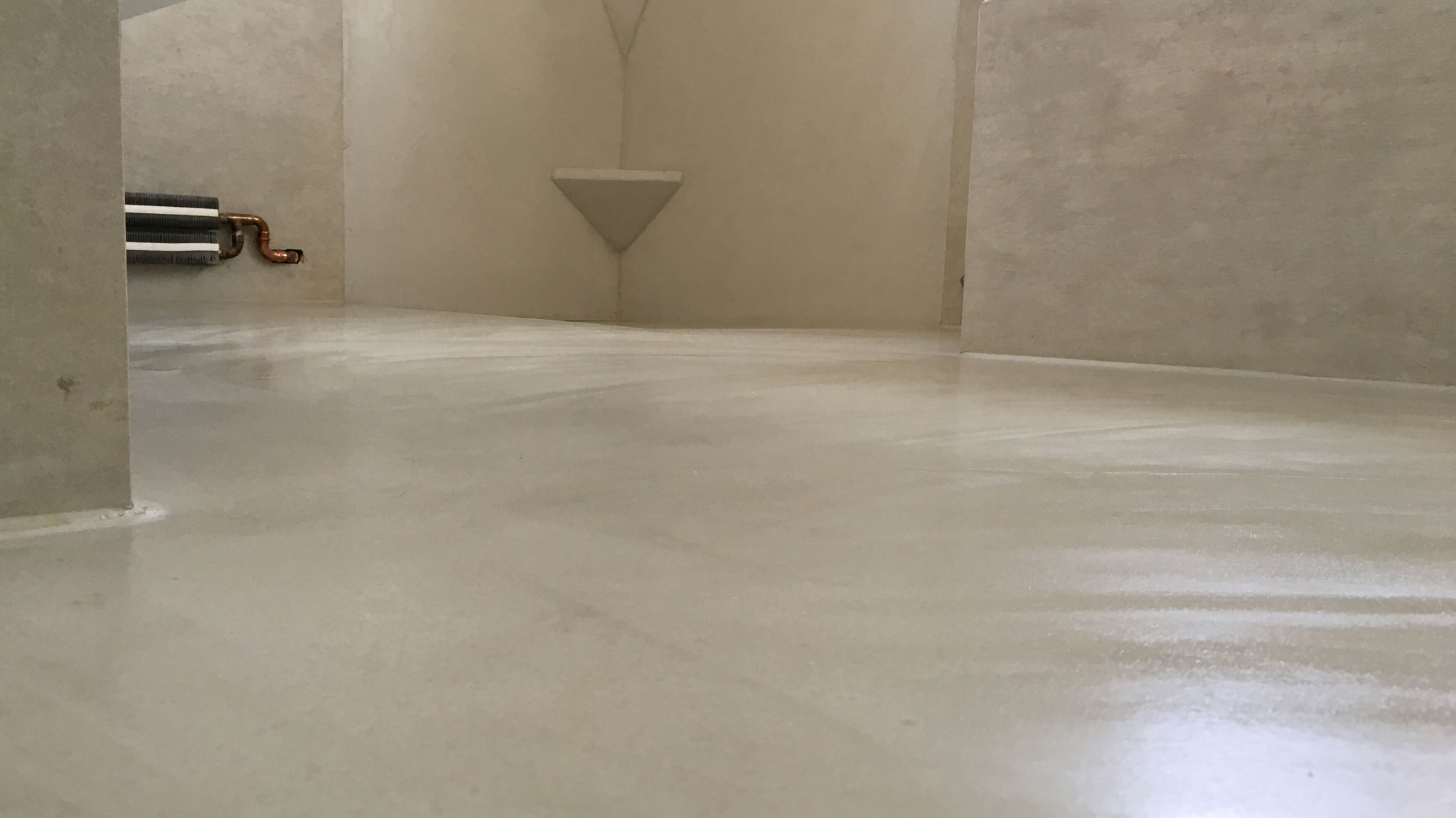 Fugenlose Wand- u. Bodenbeschichtungen - Die flüssige Fliese