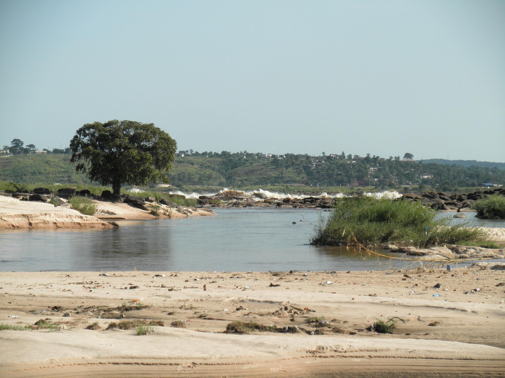 Plage sur le fleuve Congo