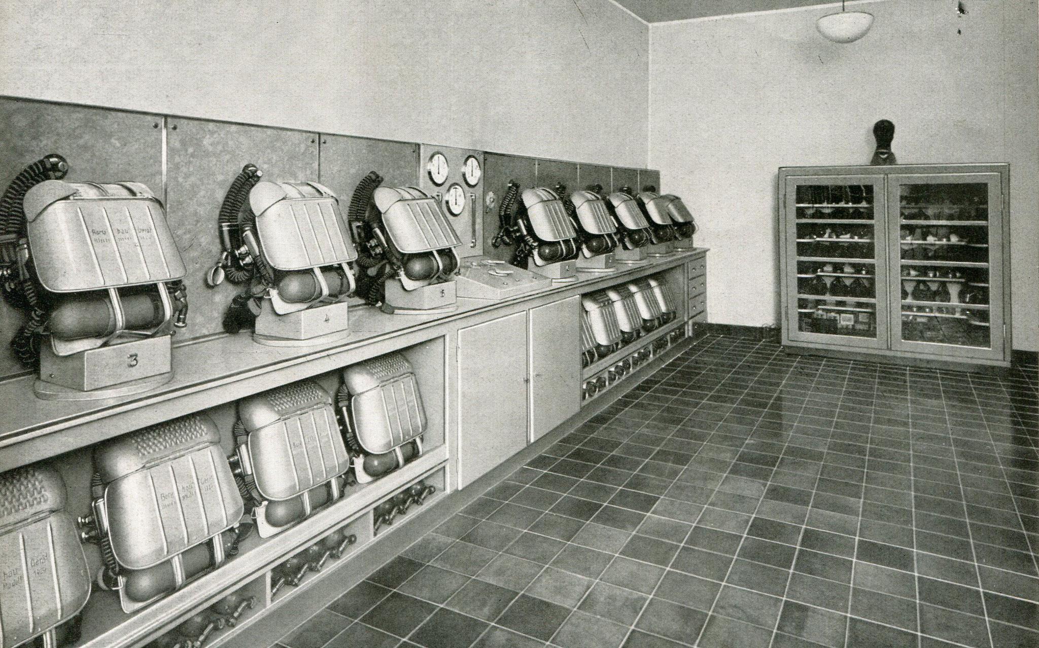 Zentralrettungsstelle Gasschutzgeräteraum Feuerwache Rheinelbe , Gelsenkirchen  1936