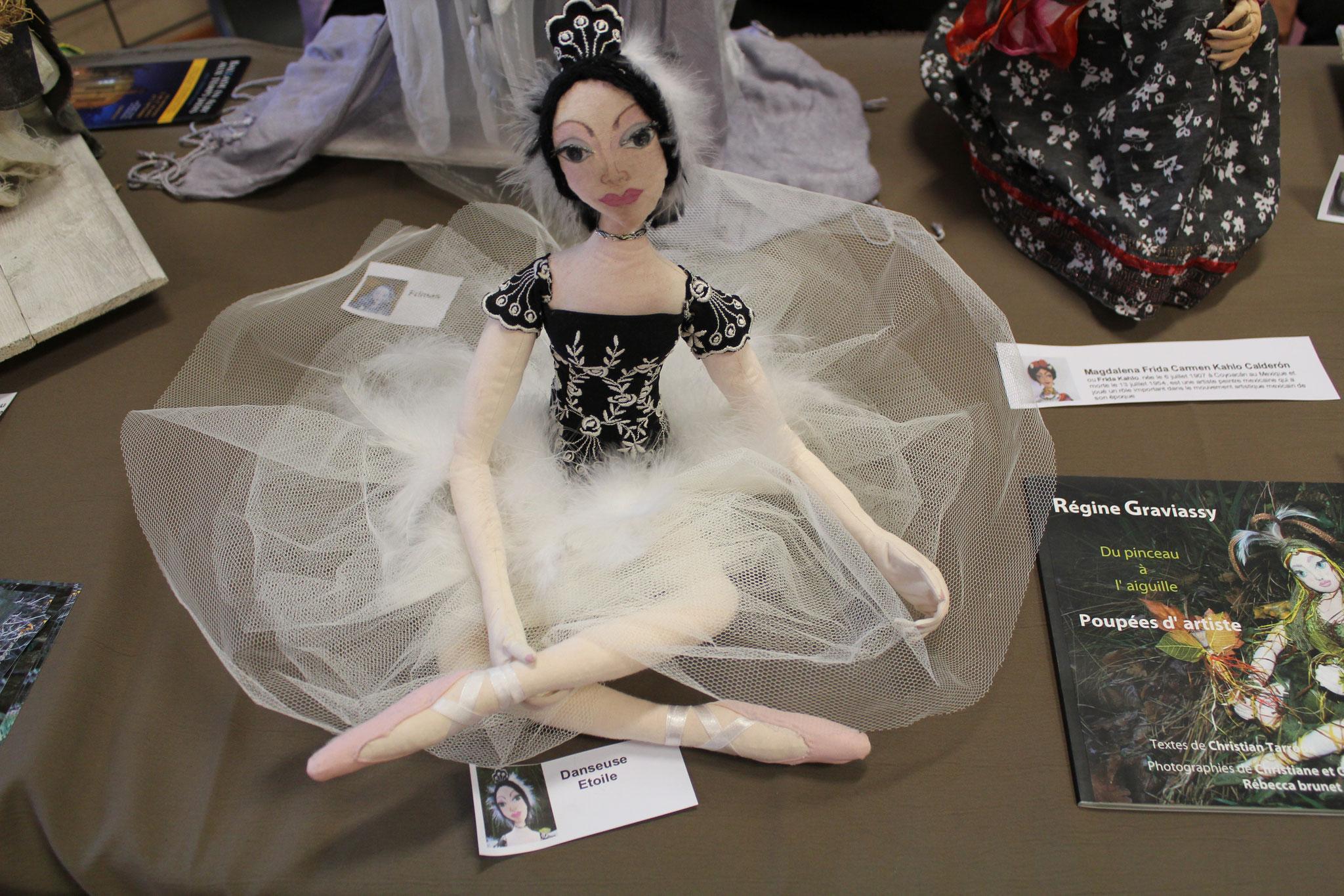 Régine Graviassy. poupées d'artiste. Exposition à la Fête du Fil Labastide Rouairoux (tarn-81270) FRANCE