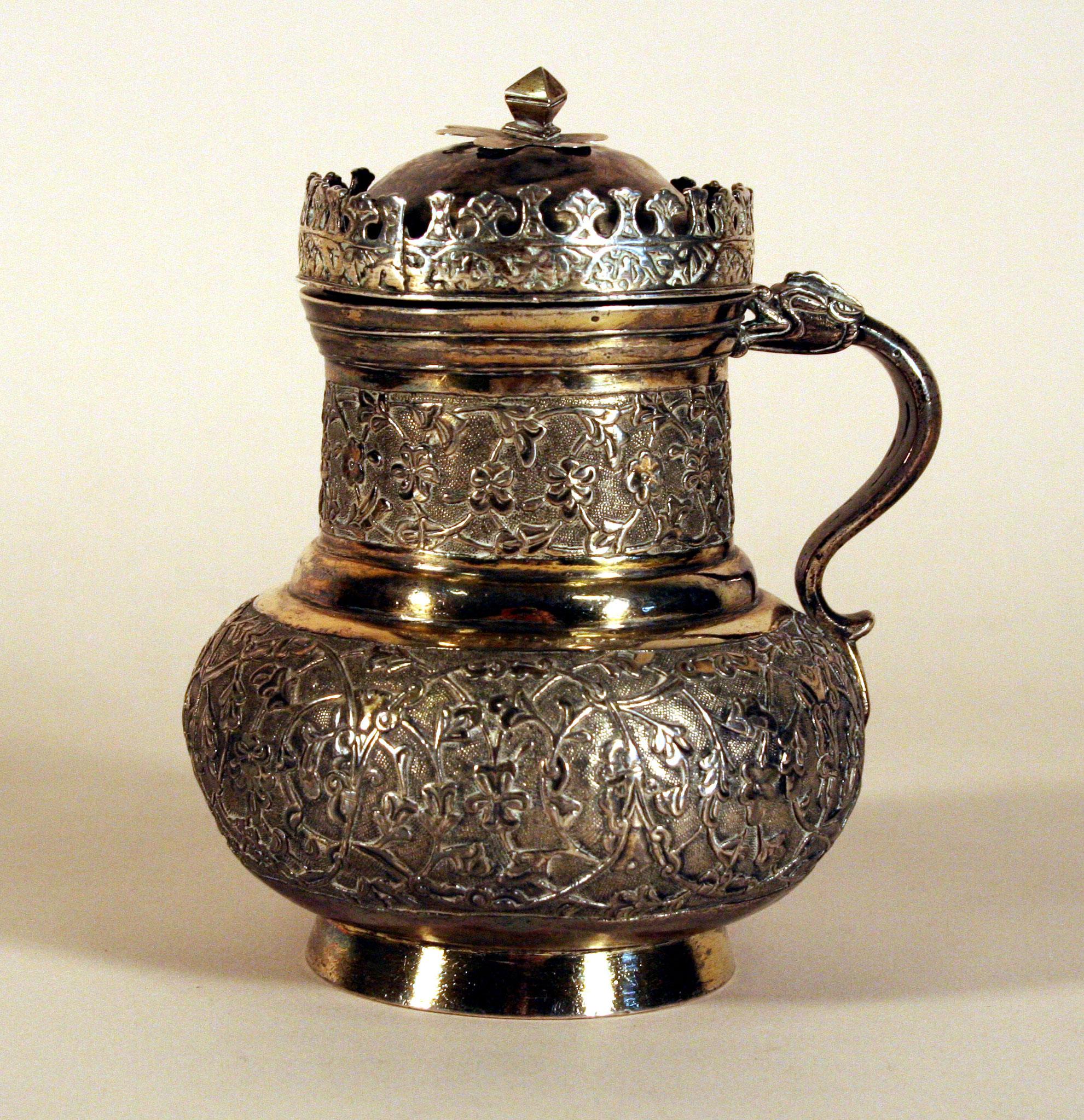 Adjugé 100 400 € - PICHET ottoman en argent, XVIe siècle, hauteur : 13.5 cm