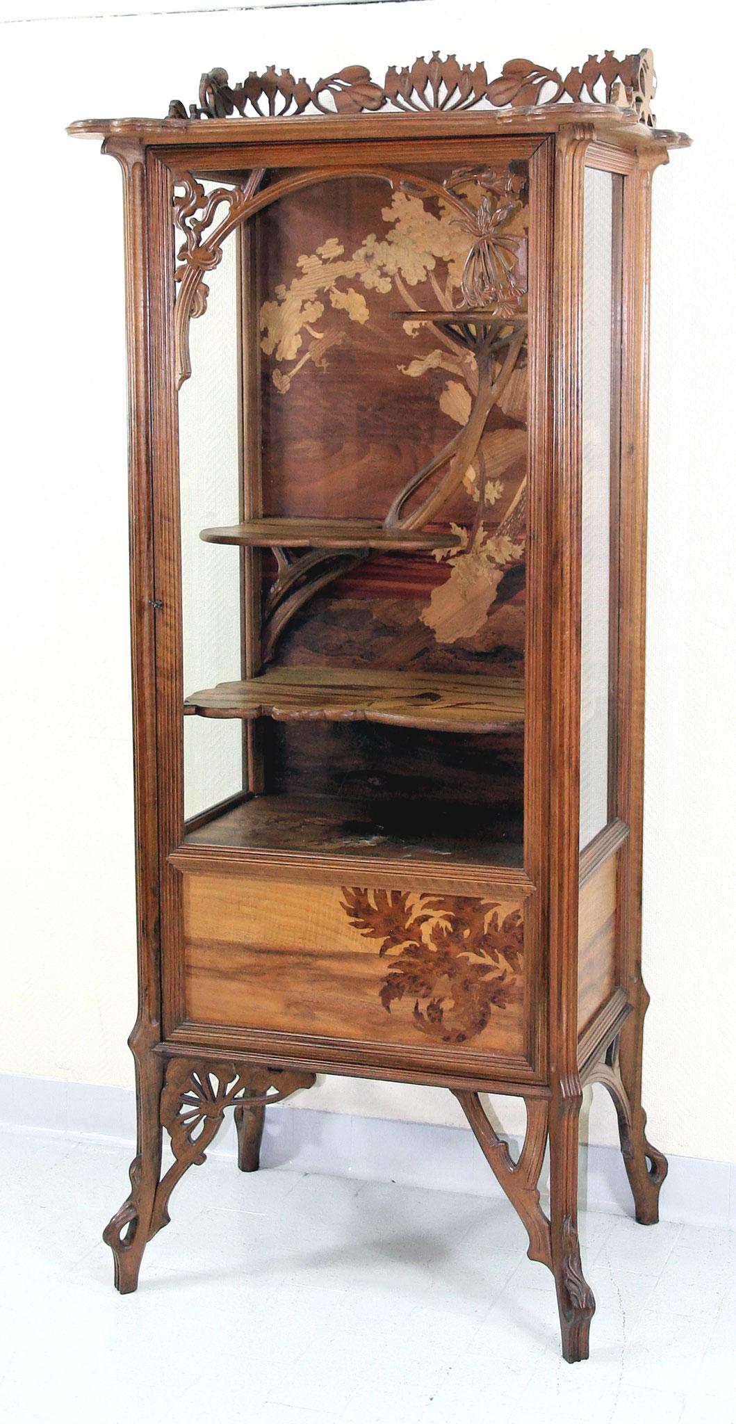 Adjugé 58 970 € - Emile GALLE, VITRINE à décor d'ombellifères, vers 1900, H : 172 cm