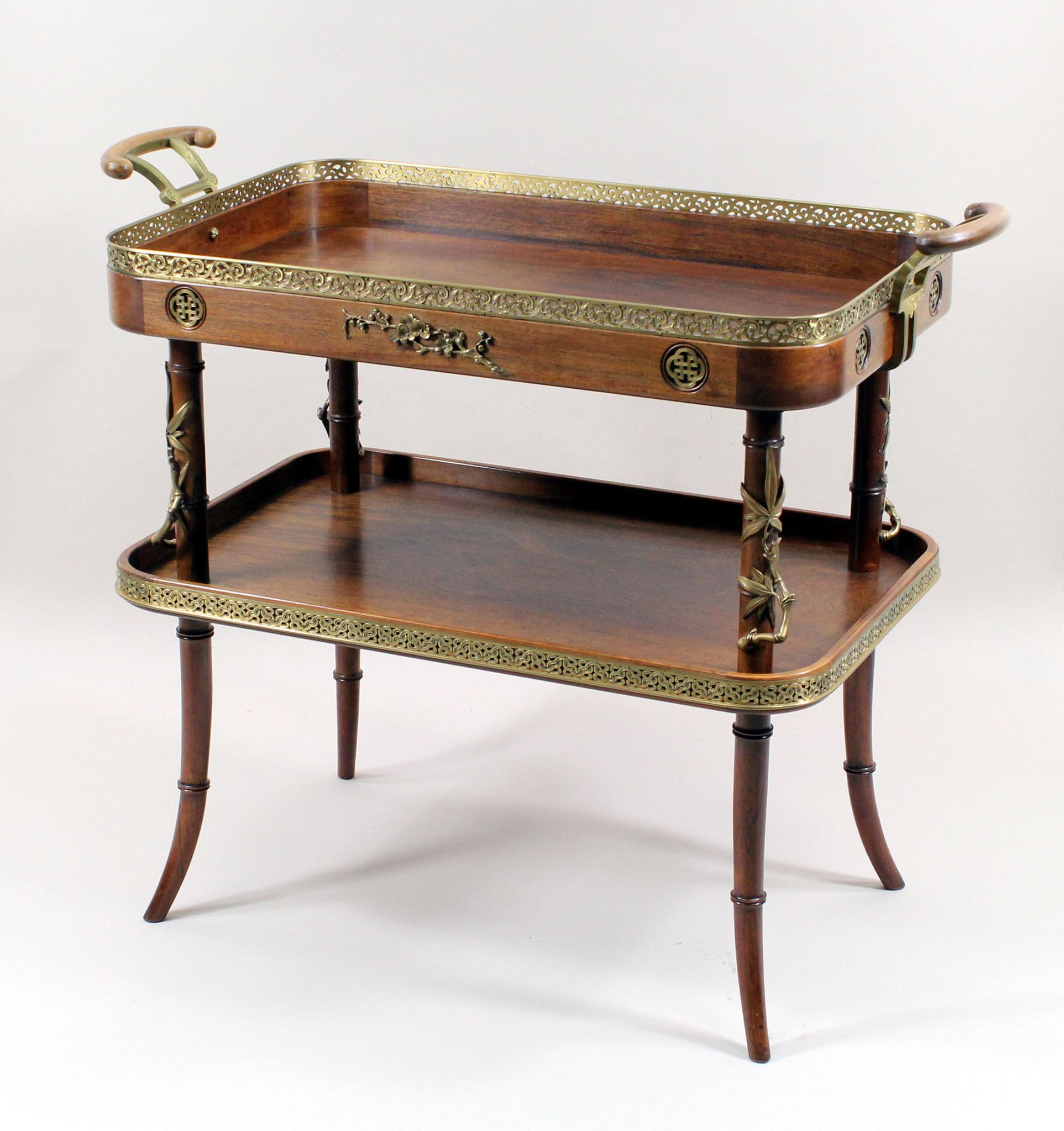Adjugé 95 530 € - Maison Paul SORMANI et Edouard LIEVRE. TABLE à thé en noyer et placage, dans le style japonais, vers 1870-1880, 80 x 95 x 48 cm