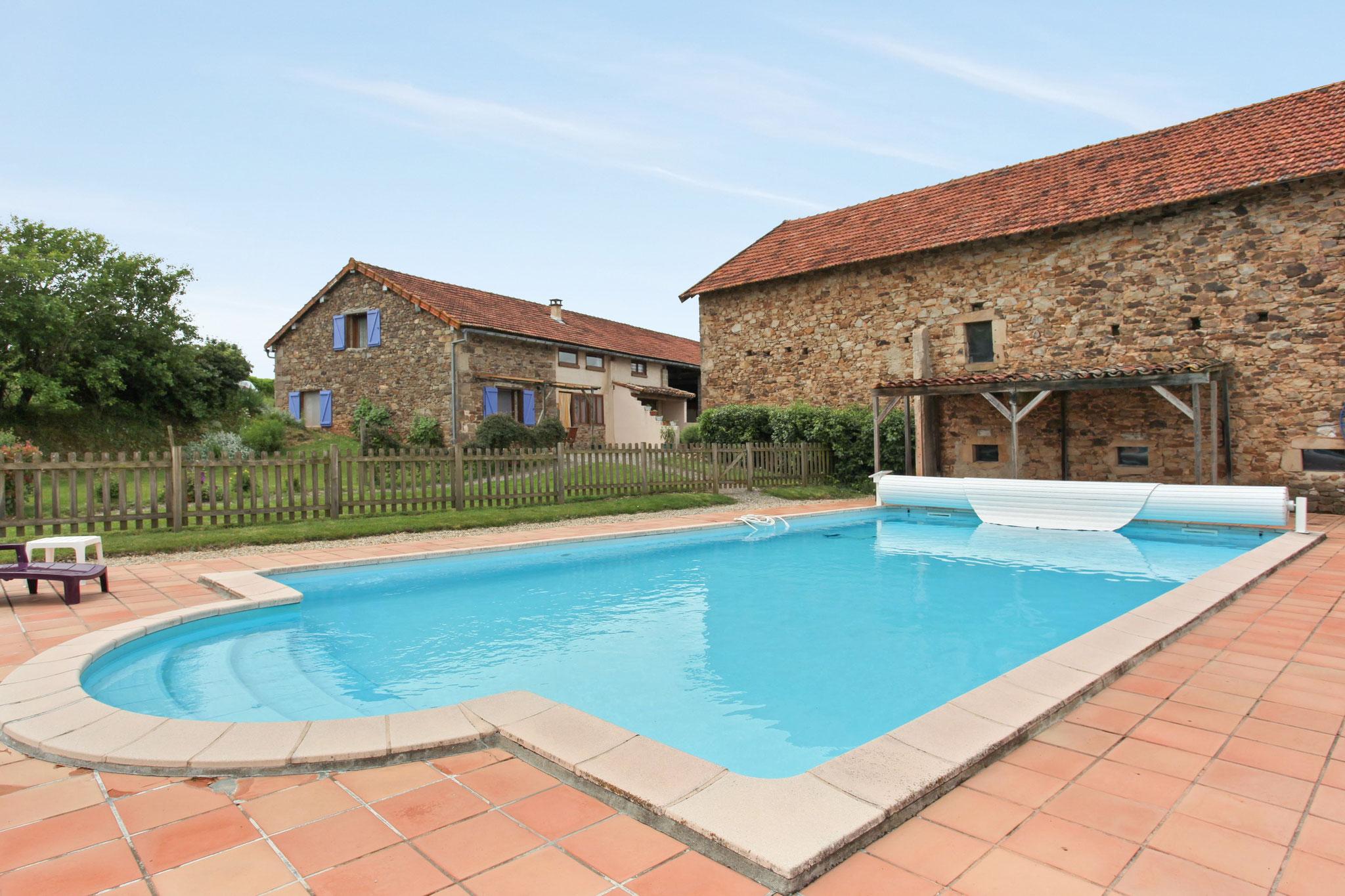 piscine en été, gîtes et chambres d'hôtes Peyrecout Tarn