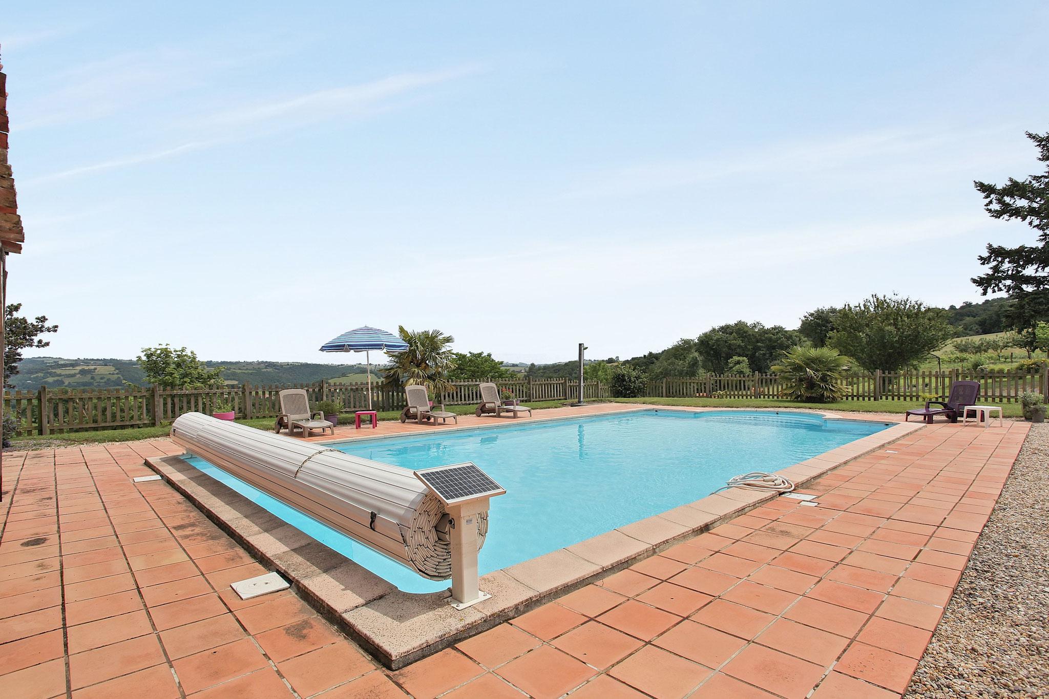 piscine Peyrecout Tarn Cordes sur ciel Albi