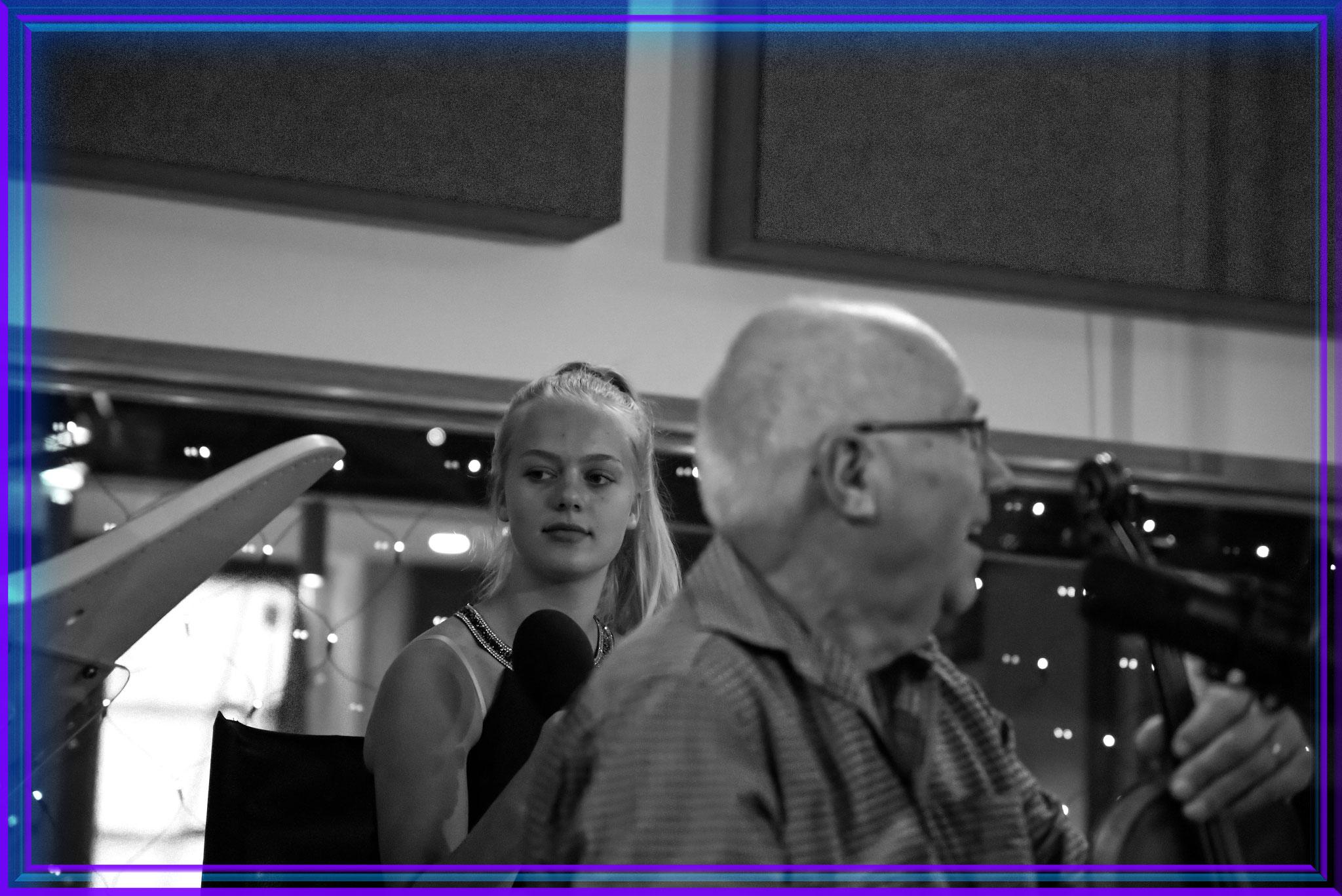 Peter Chroust, Geiger; im Hintergrund Paula Lenzing.