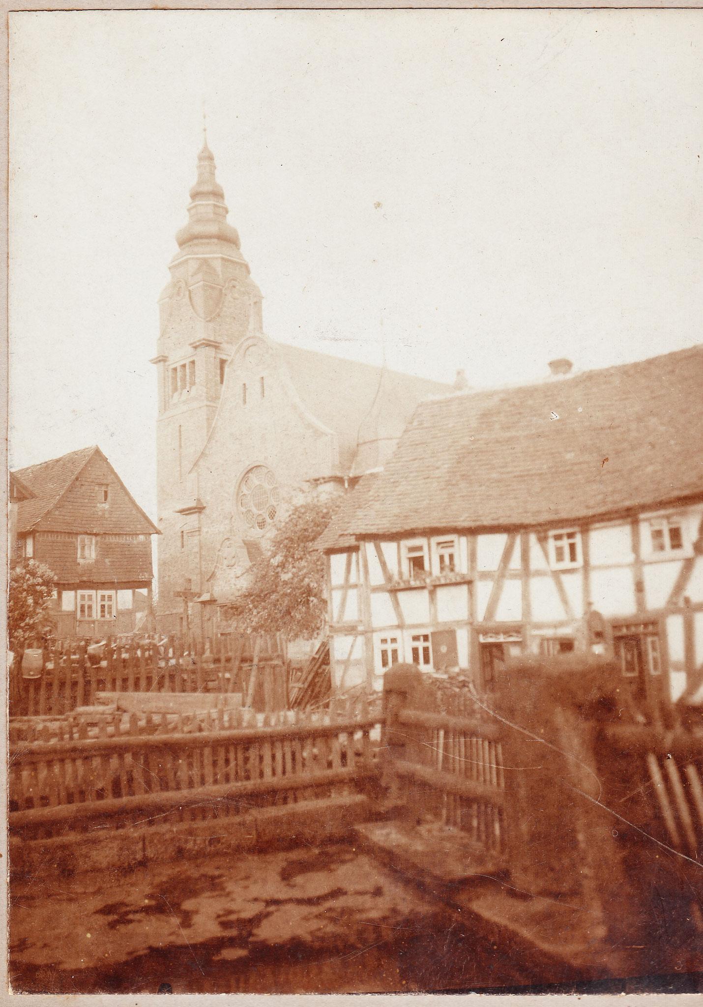 Neue Kirche und alte Schule von 1920