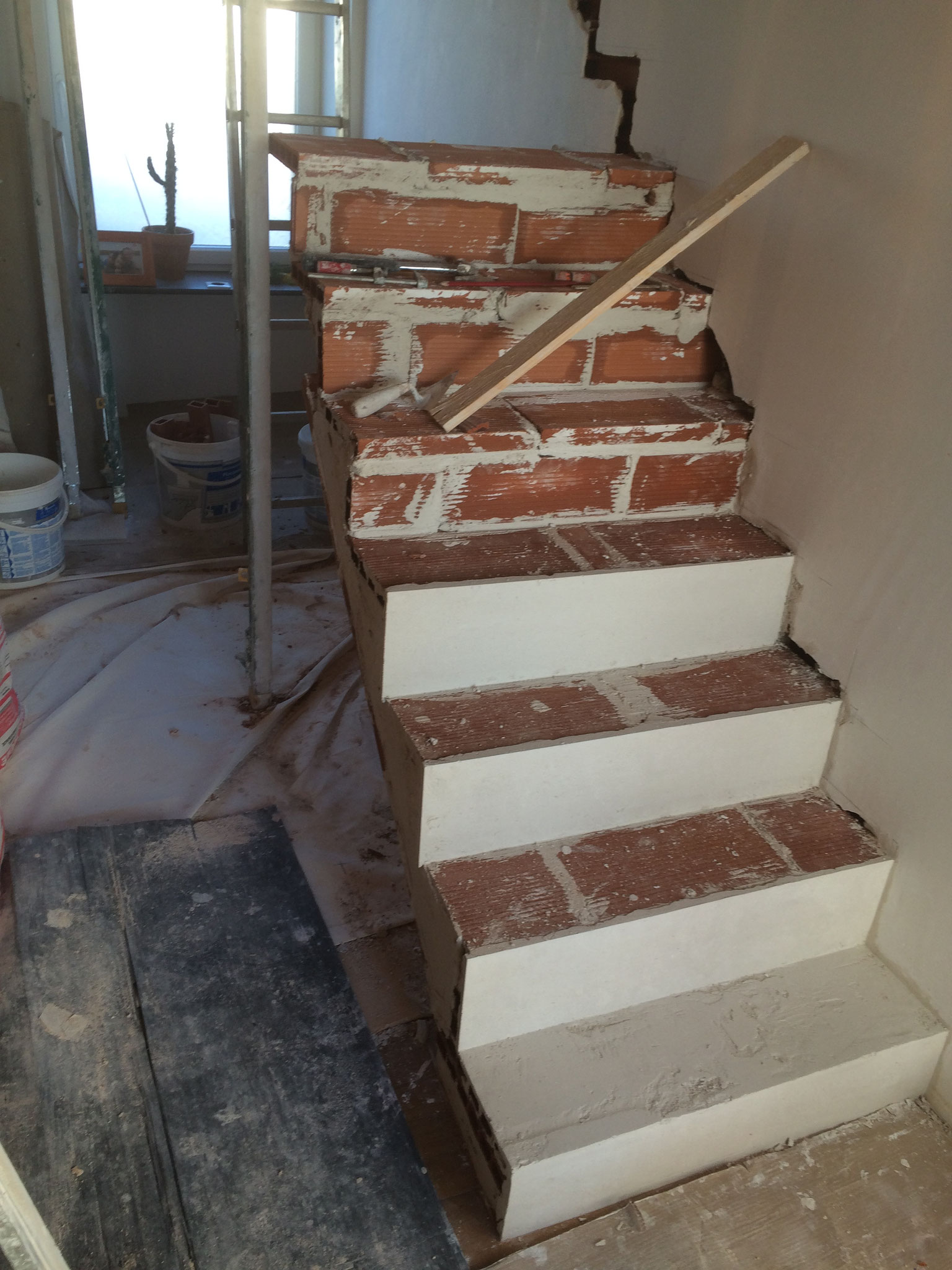 escalier brique et platre