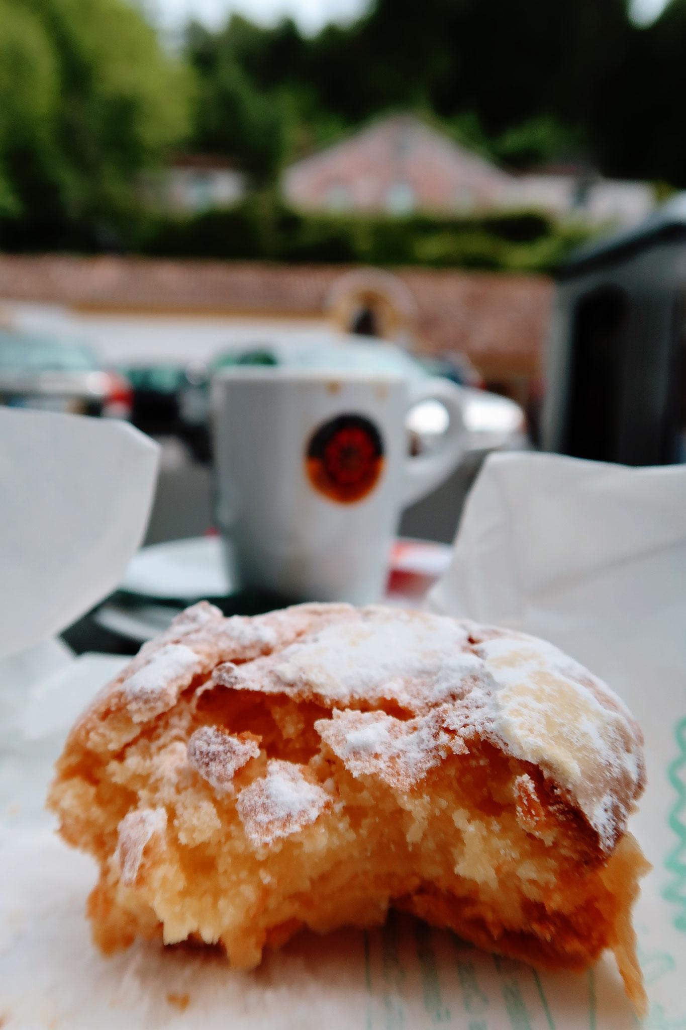 Queijada und Espresso