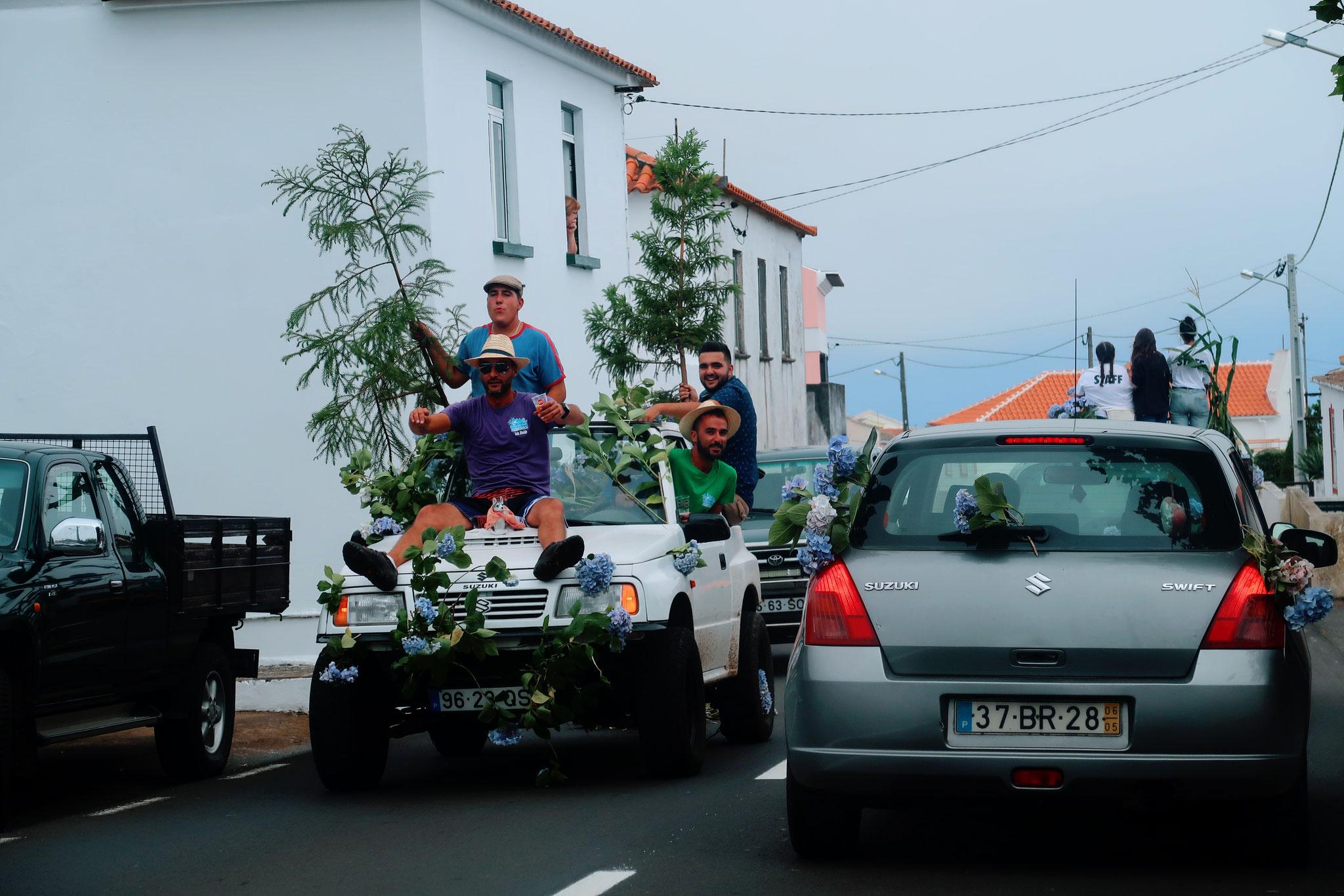 traditioneller Hochzeitsumzug auf Terceira