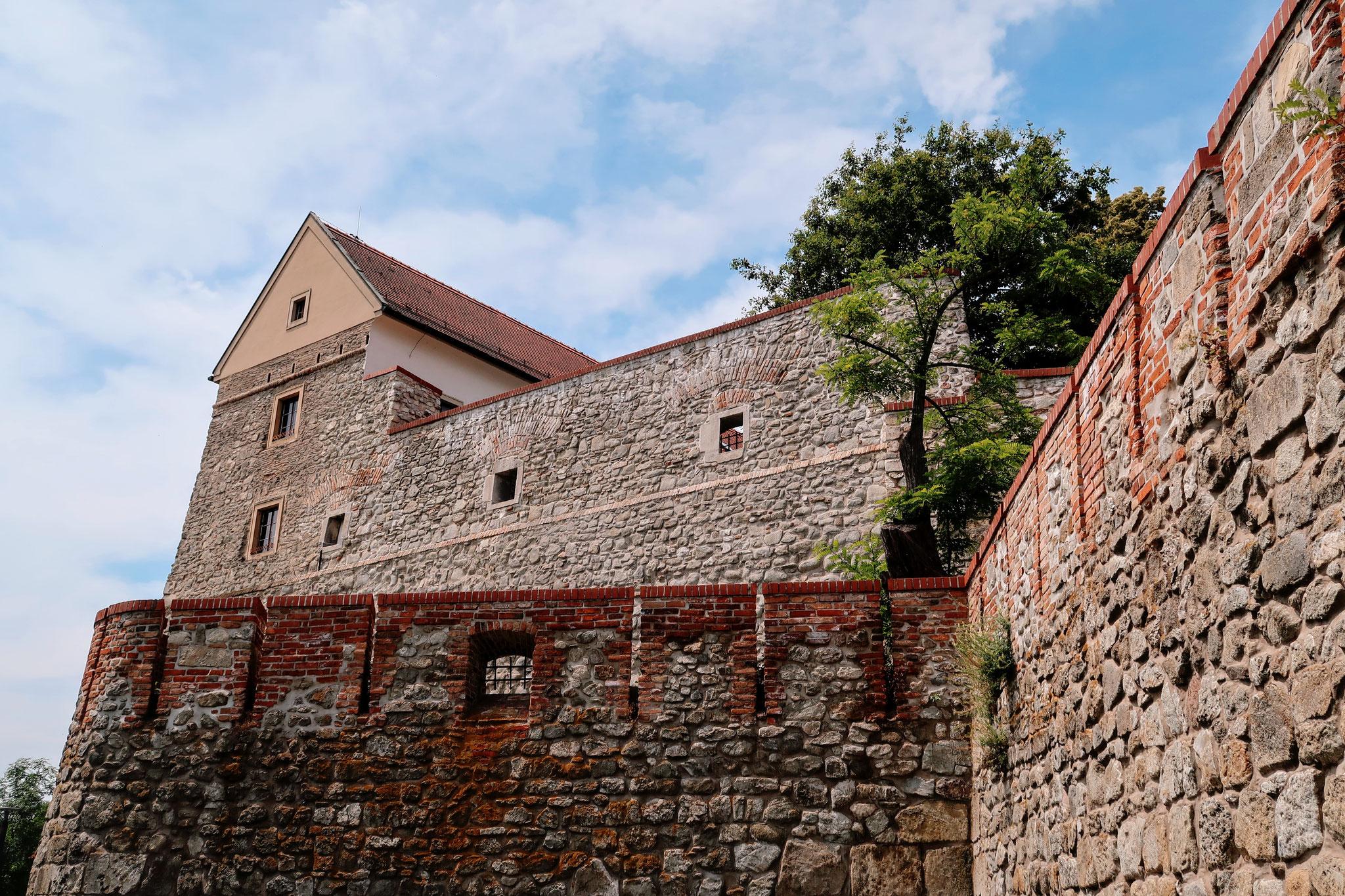Burgmauern der Burg Bratislavas