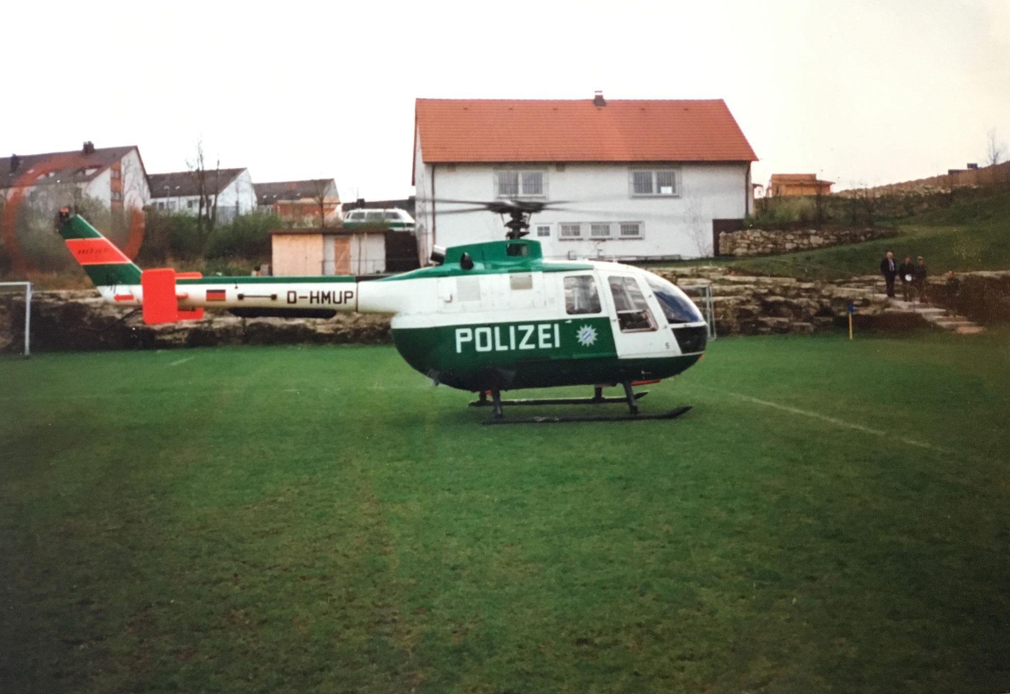 Am 28.04.1989 wird der Sportplatz der SpVgg Ziegetsdorf zum Hubschrauberlandeplatz. Staatssekretär Dr. Goppel landet in Regensburg.
