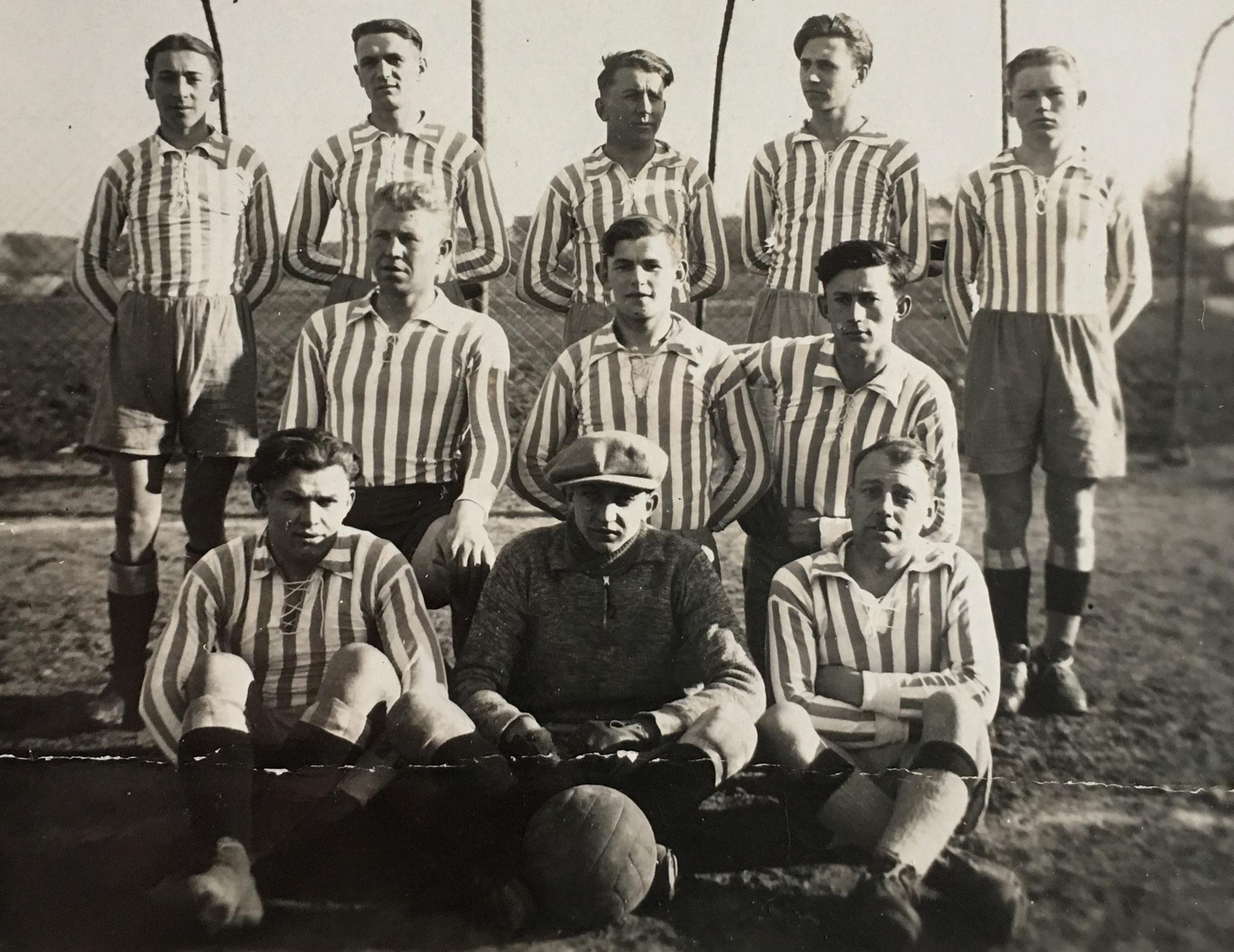 Die Gründungsmannschaft der SpVgg Ziegetsdorf aus dem Jahr 1930