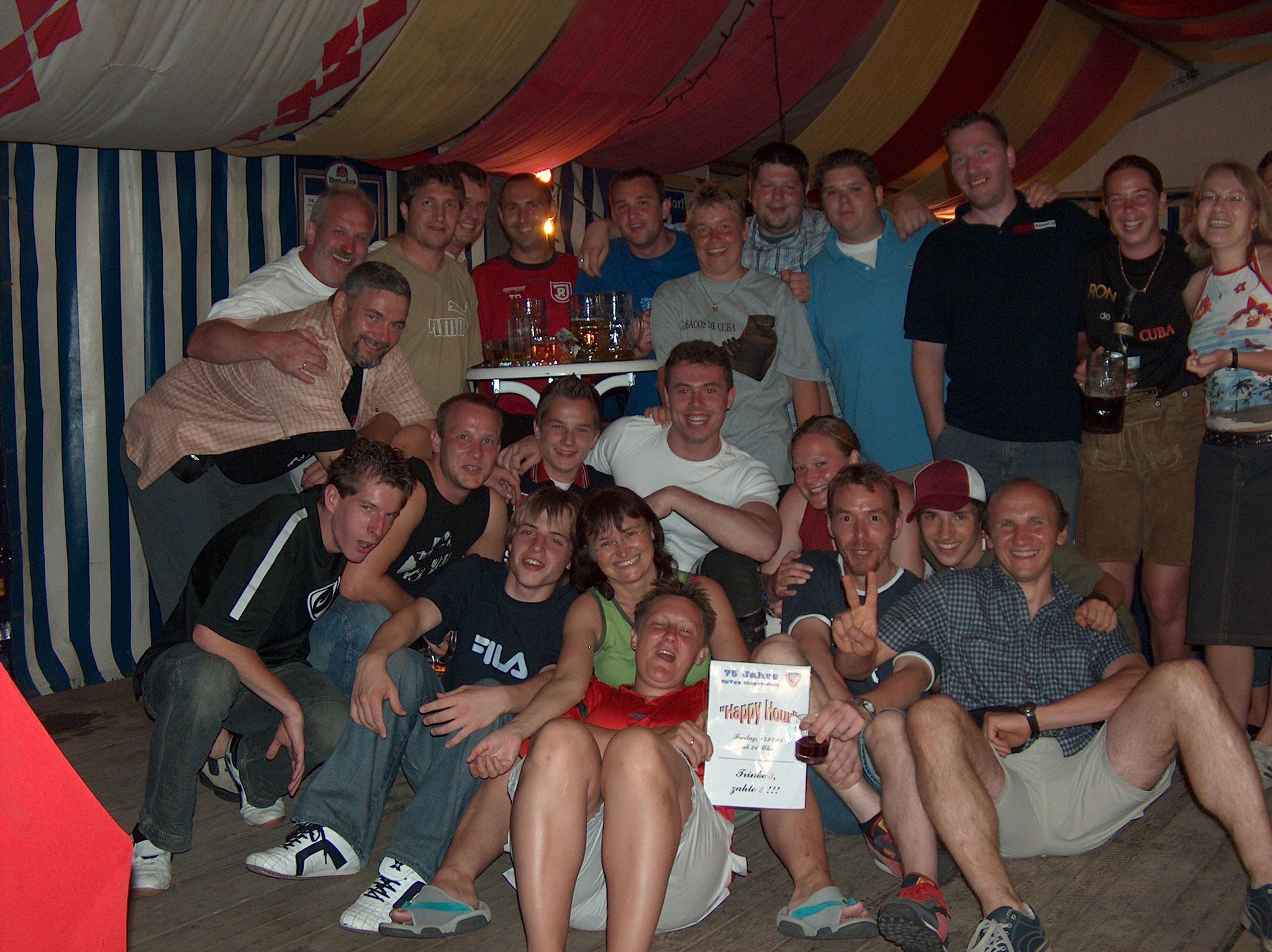 Nur 5 Jahre später, beim 75-jährigen Jubiläum der SpVgg Ziegetsdorf hatte jeder Grund zum feiern!