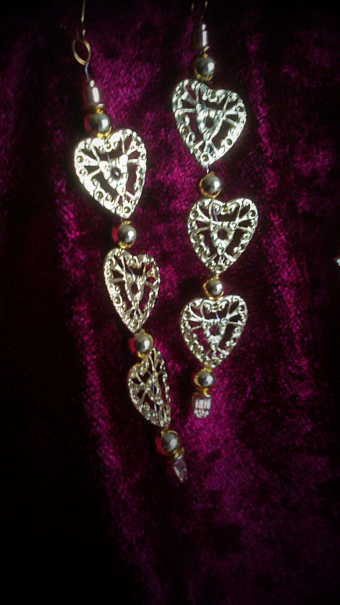 goldfarbene Herzenohrhänger