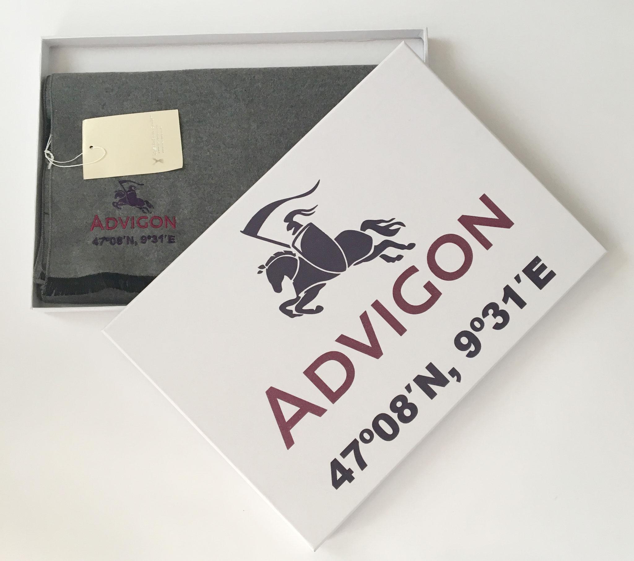 Advigon. Bufanda seda con bordado Advigon. Estuche personalizado