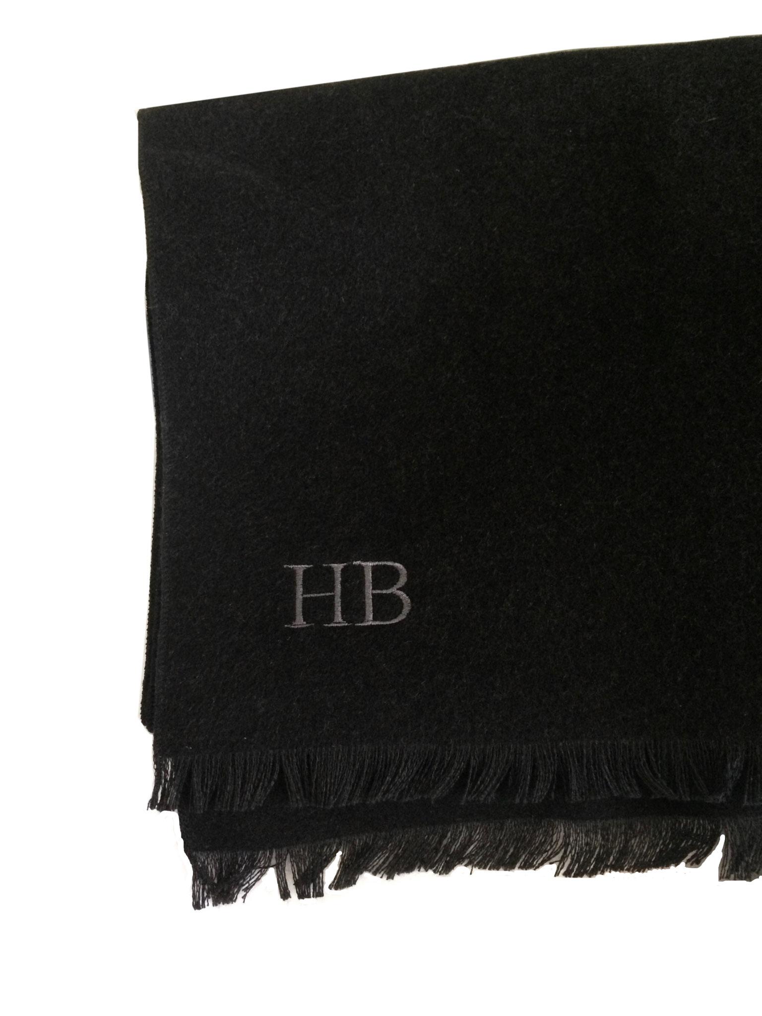 Bufanda tejida de seda con bordado individual
