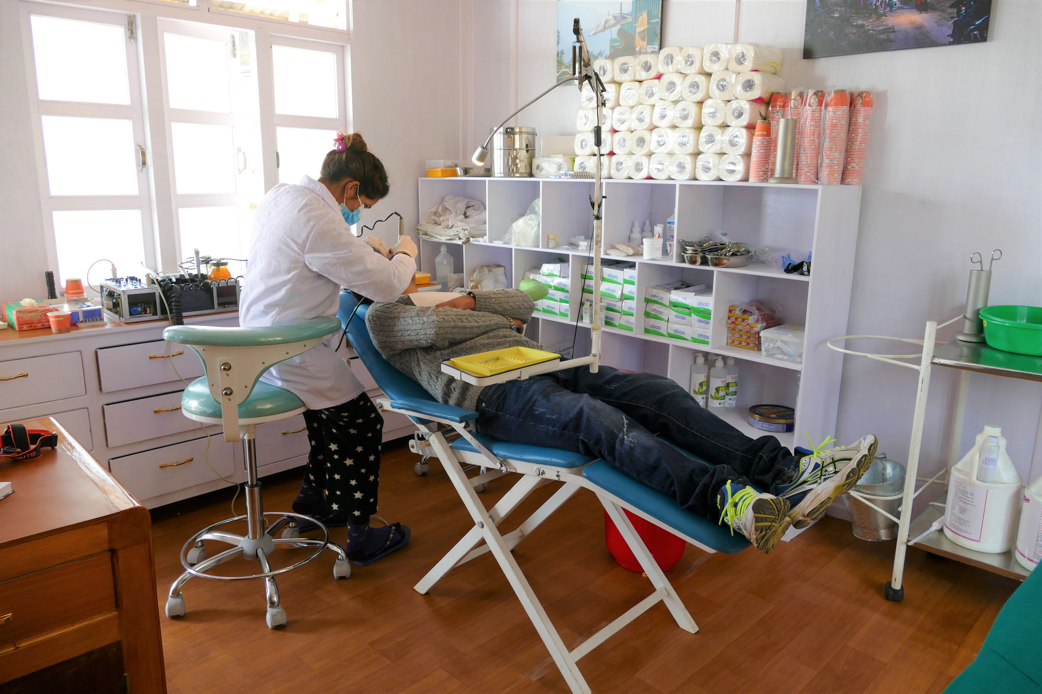 Alte Situation: ein einfacher, mobiler Behandlungsstuhl