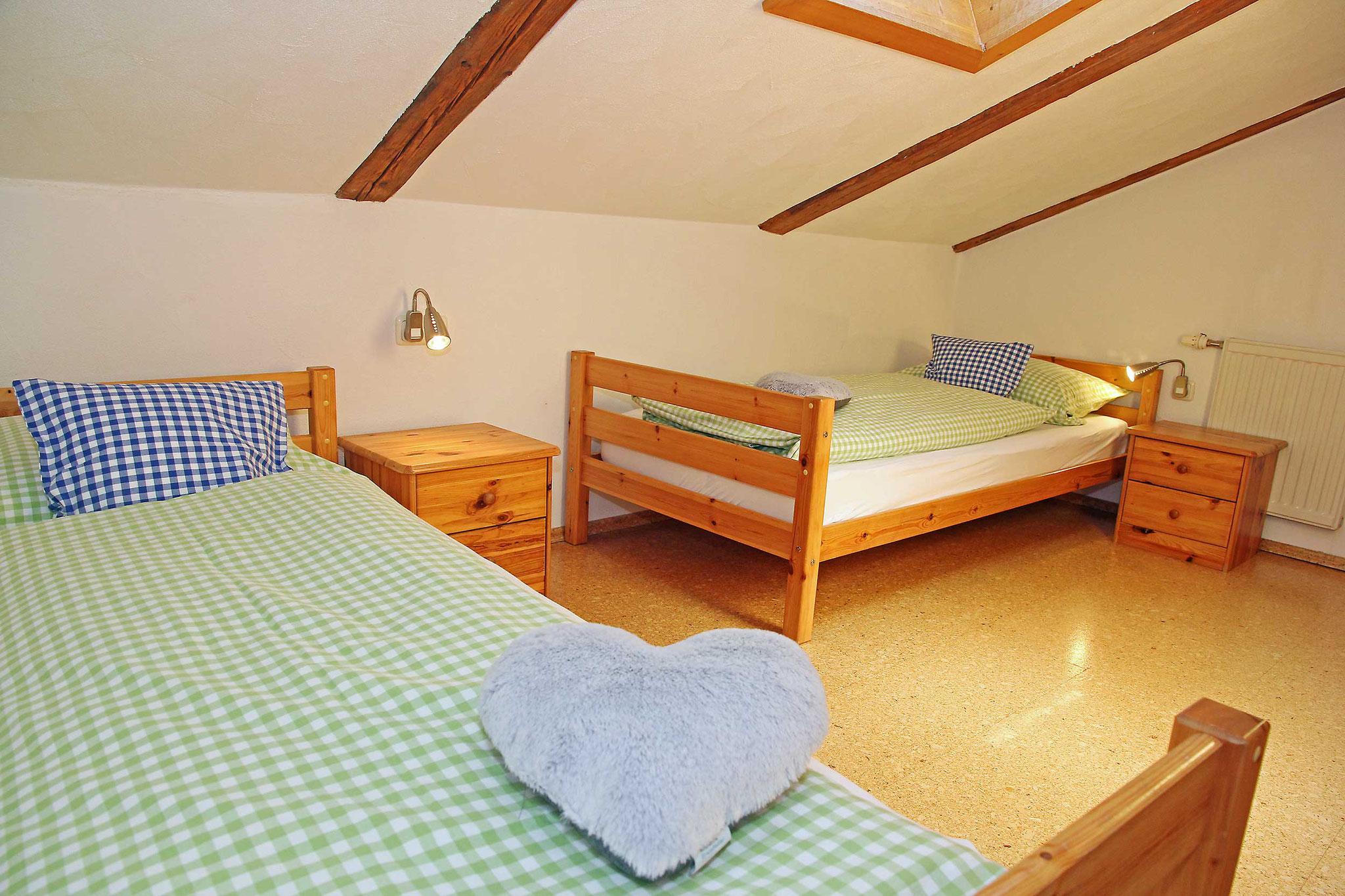 zwei Einzelbetten im dritten Schlafraum