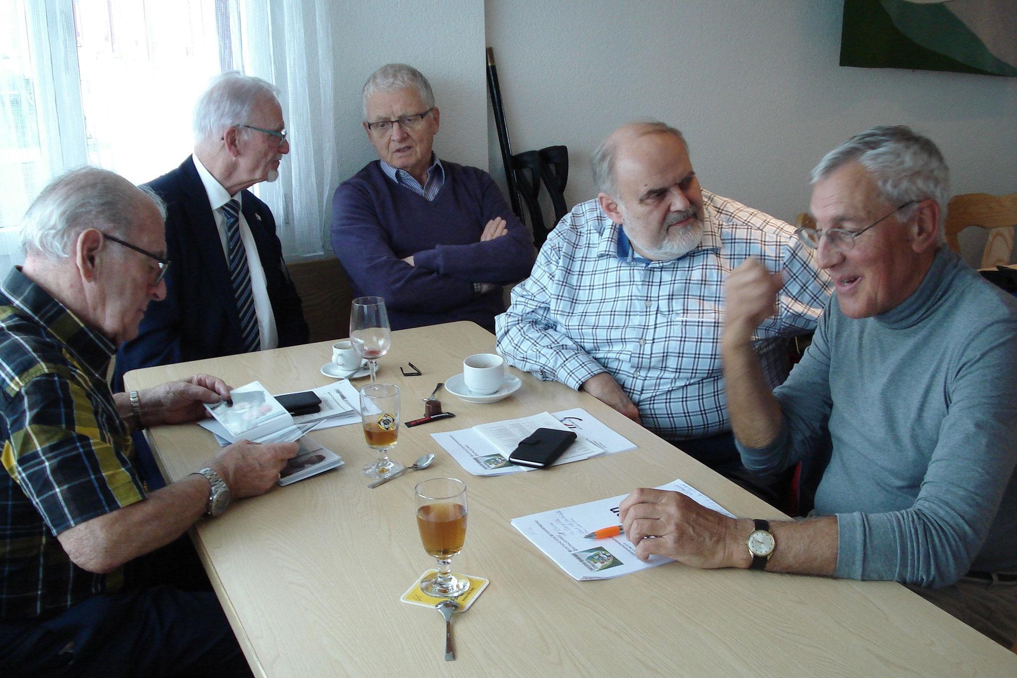 Verdiente ehemalige und aktuelle Funktionäre von links EM Sepp Spiess, VSS-Vorstand Bruno Kaufmann, Theo Ehrler, Hanspeter Schmid, SVZ-Schützenmeister André Sigrist