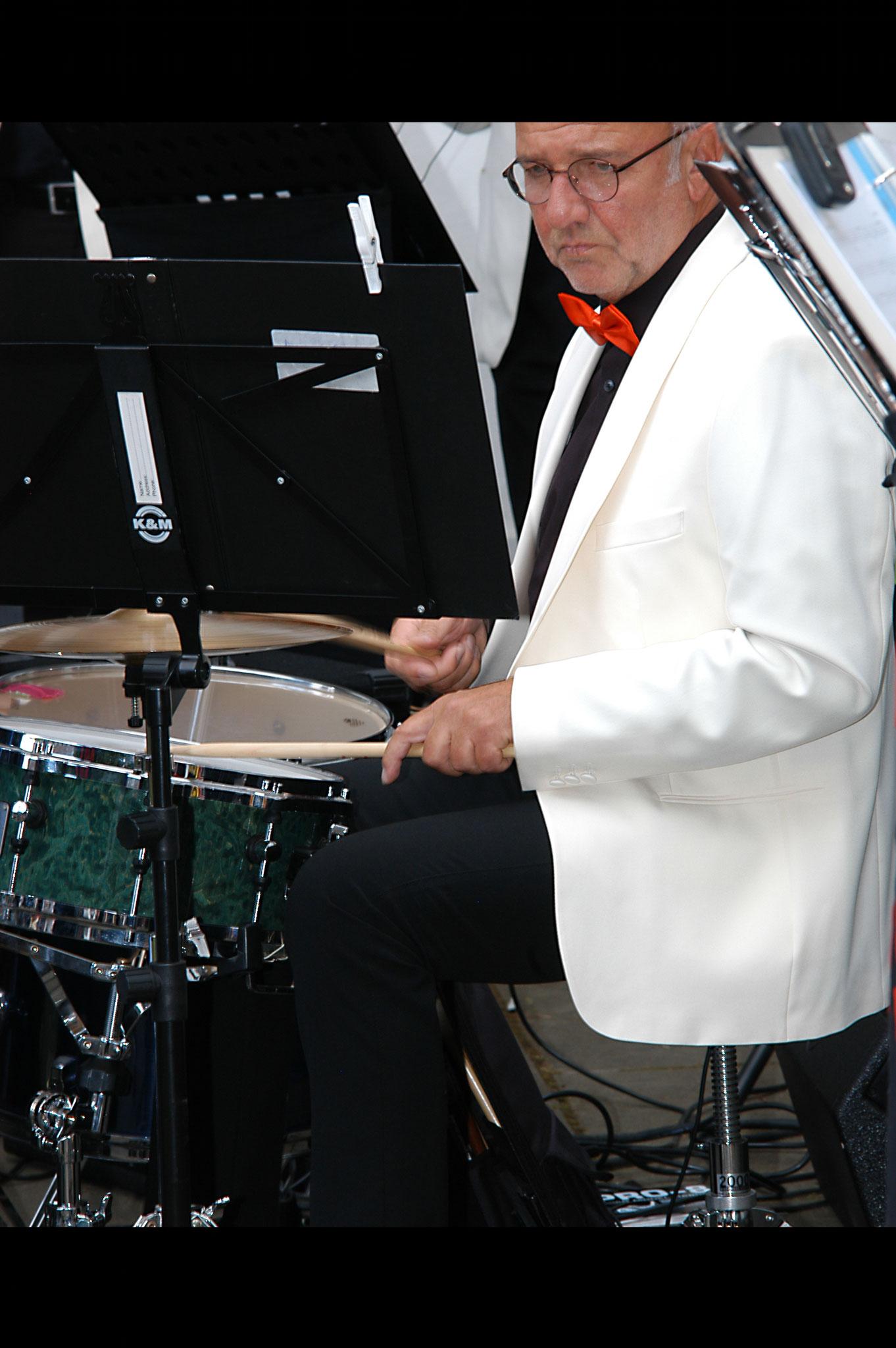 Dieter Esser (Schlagzeug).
