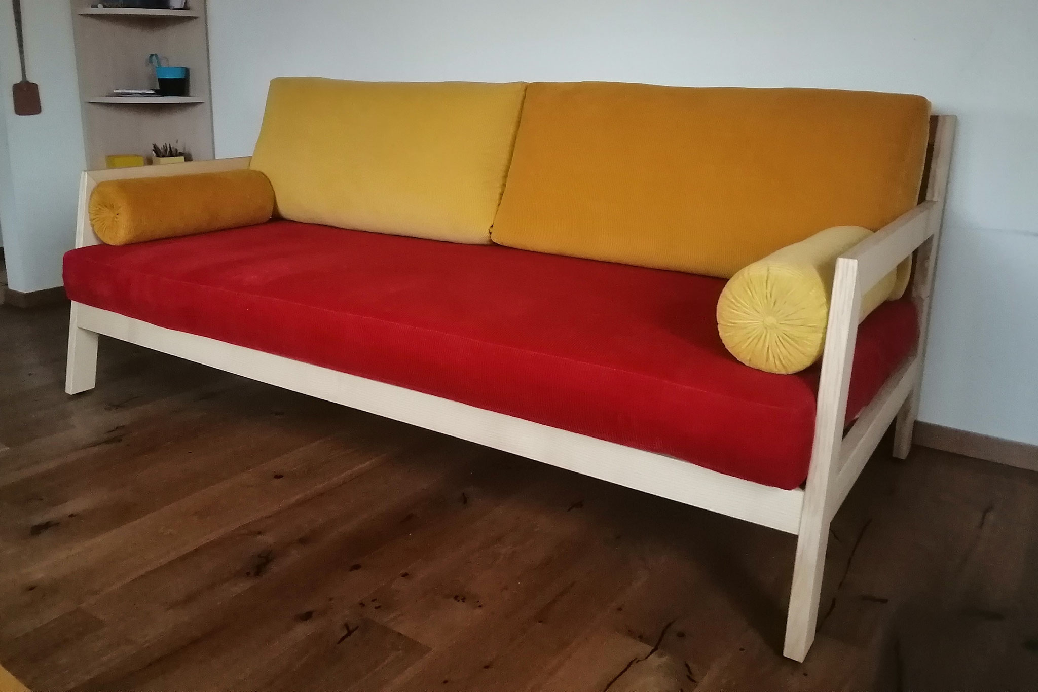 Bettsofa aus Esche