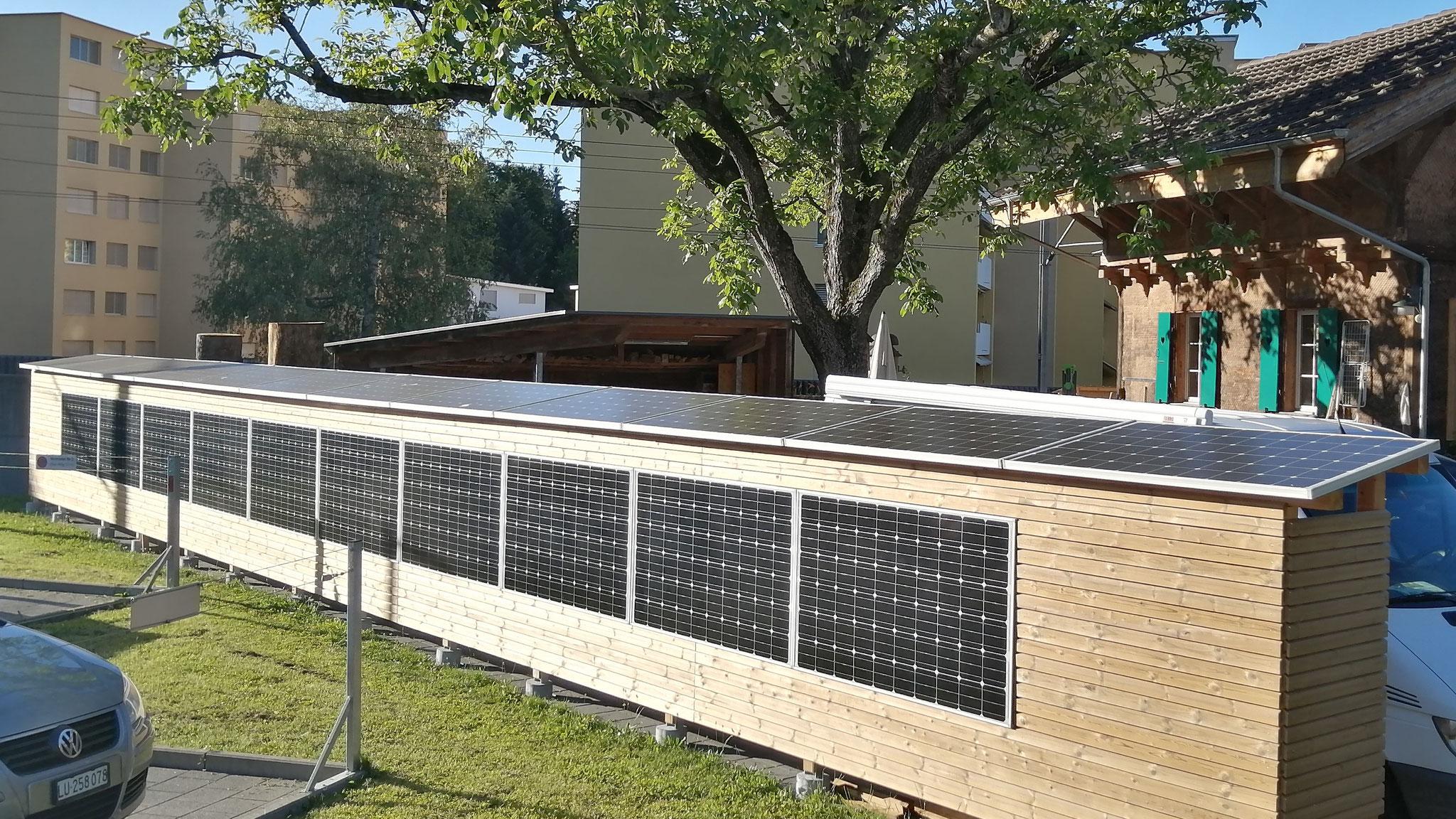 Sichtschutz, Unterstand und Solarstromanlage in einem