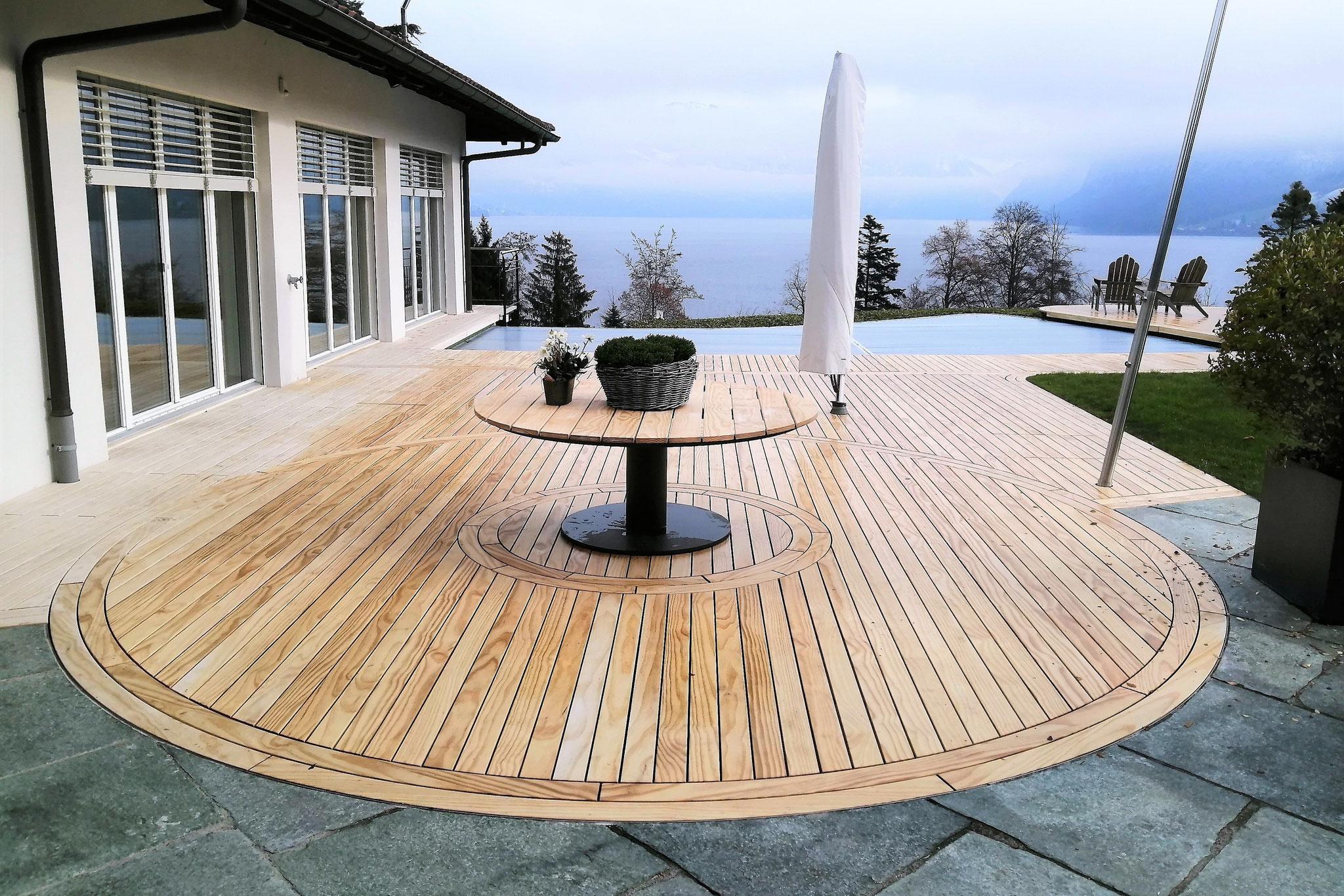 Terrasse aus Akoya-Holz in Kastanienbaum