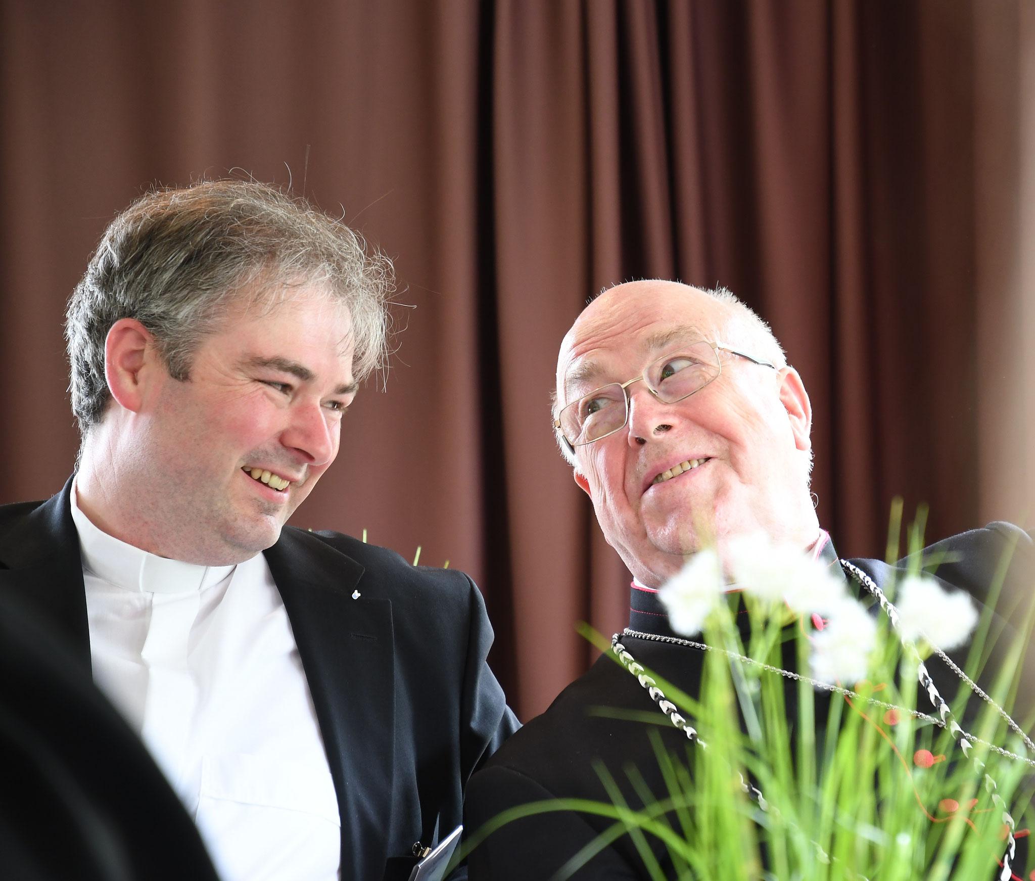 Pastor Tobias Spittmann und S.Em. Erzbischof Hans-Josef Becker. Foto: Maria Hopp