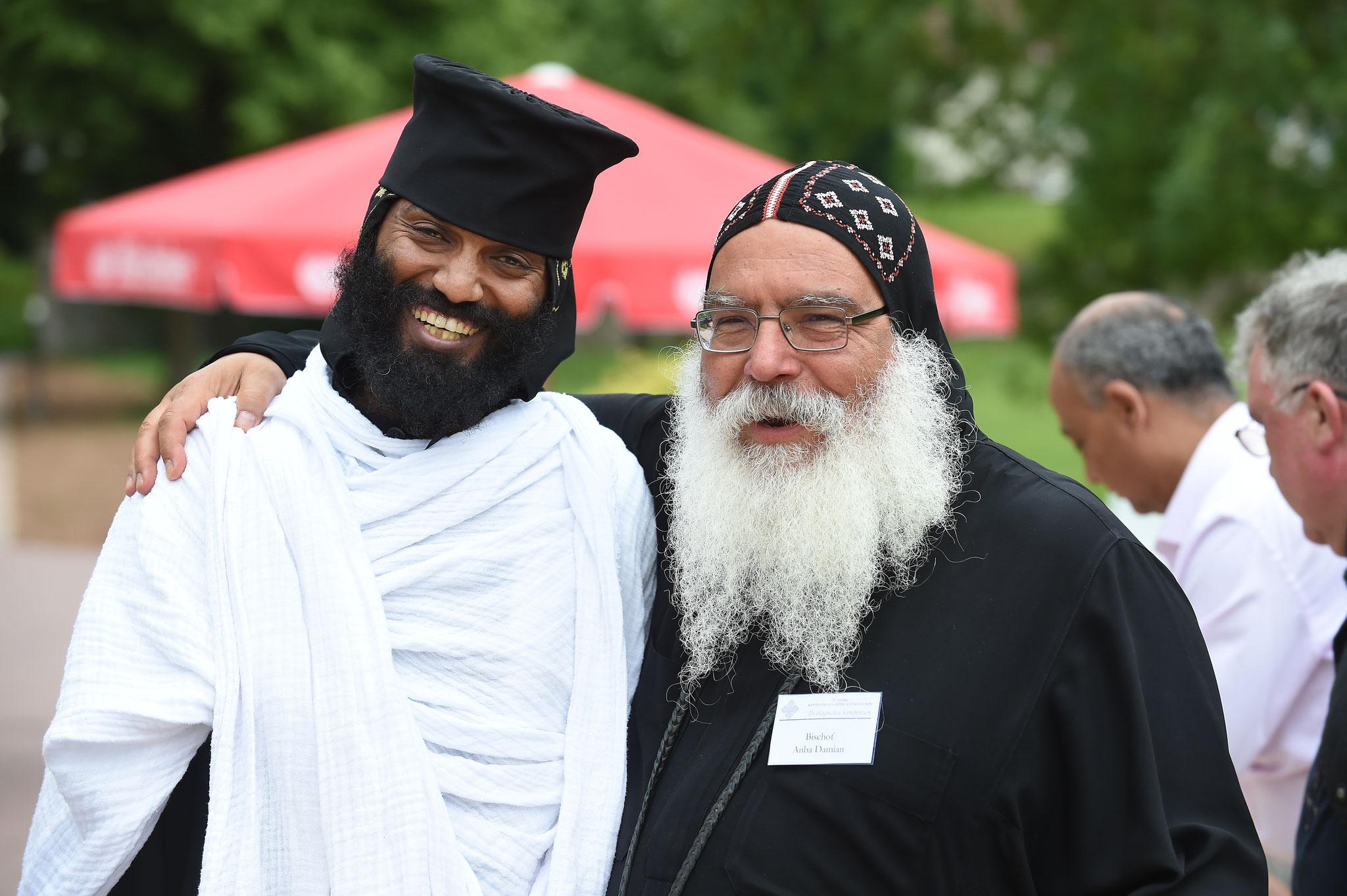 Ein Mönch aus Eritrea mit S.E. Bischof Anba Damian. Foto: Maria Hopp
