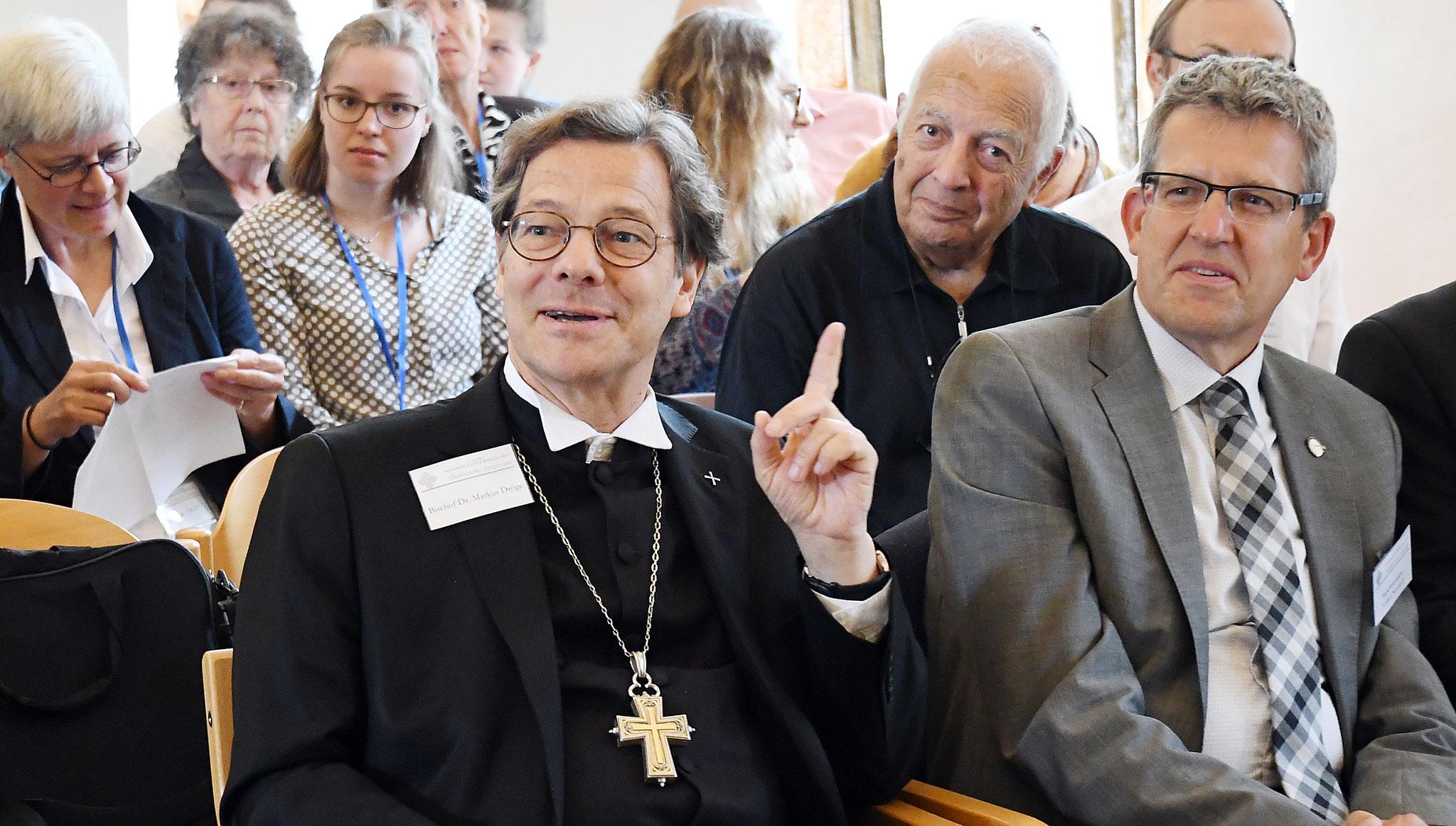 Bischof Dr. Dr. h.c. Markus Dröge und Superintendent Volker Neuhoff. Foto: Maria Hopp