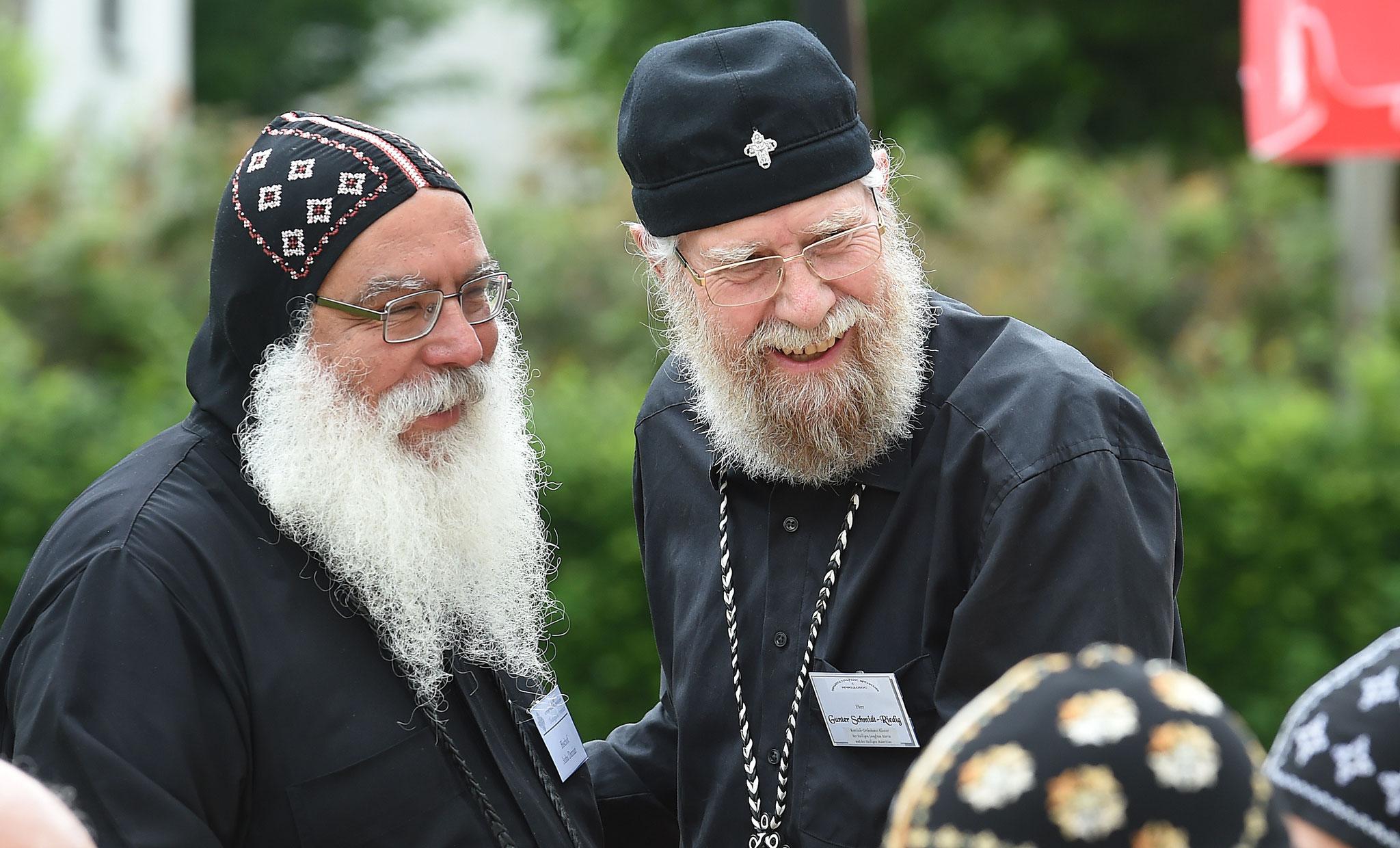 S.E. Bischof Anba Damian und Diakon Gunter Schmidt-Riedig. Foto: Maria Hopp