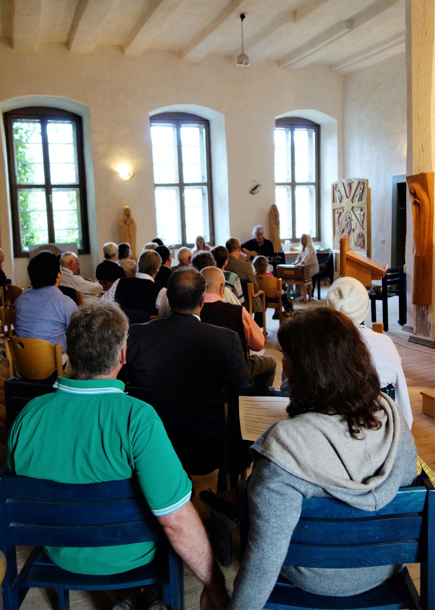 Das TRIO MUSIKAVIVA versteht es den Raum im Nordflügel des Klosters mit Liebe zu füllen. Foto: Jennifer Peppler
